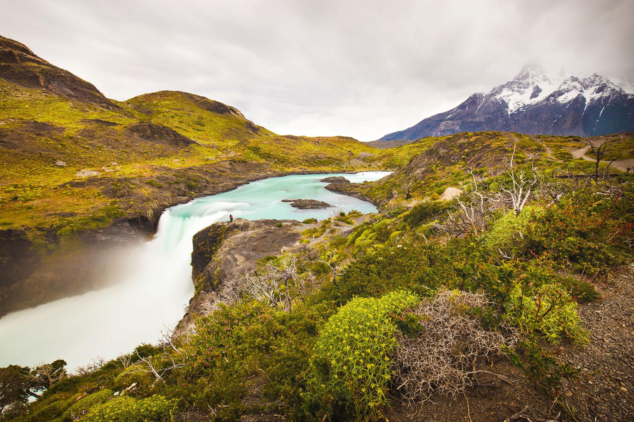 Wedding-Travellers-Overlanding-Destination-Wedding-Chile-Torres-del-Paine-salto-grande-big-waterfall