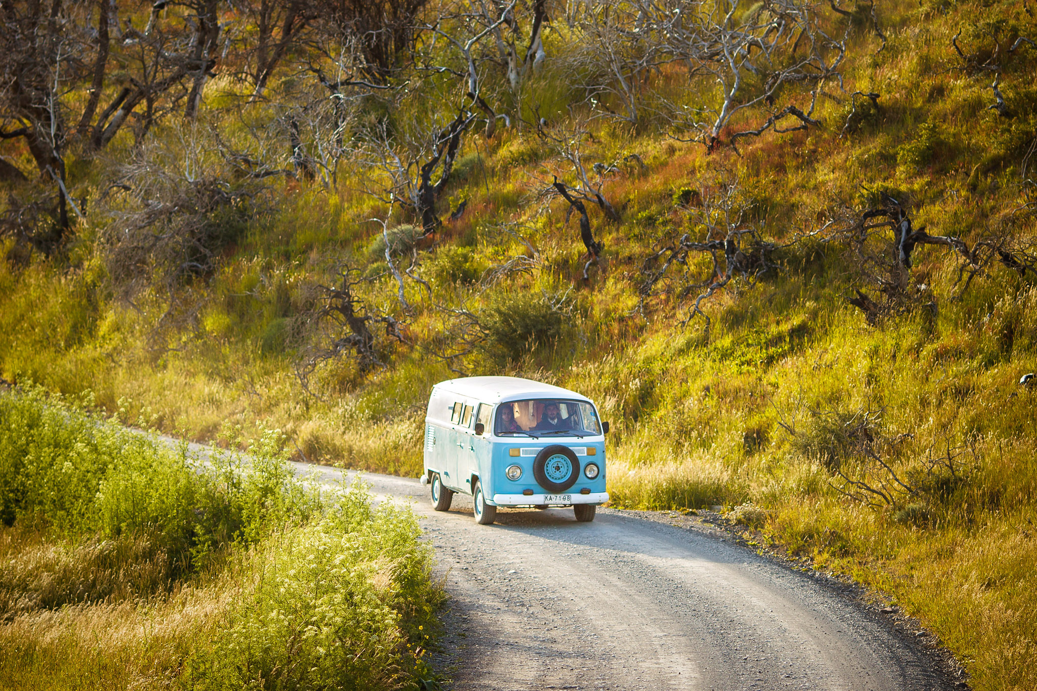 Wedding-Travellers-Overlanding-Destination-Wedding-Chile-Torres-del-Paine-old-car-van