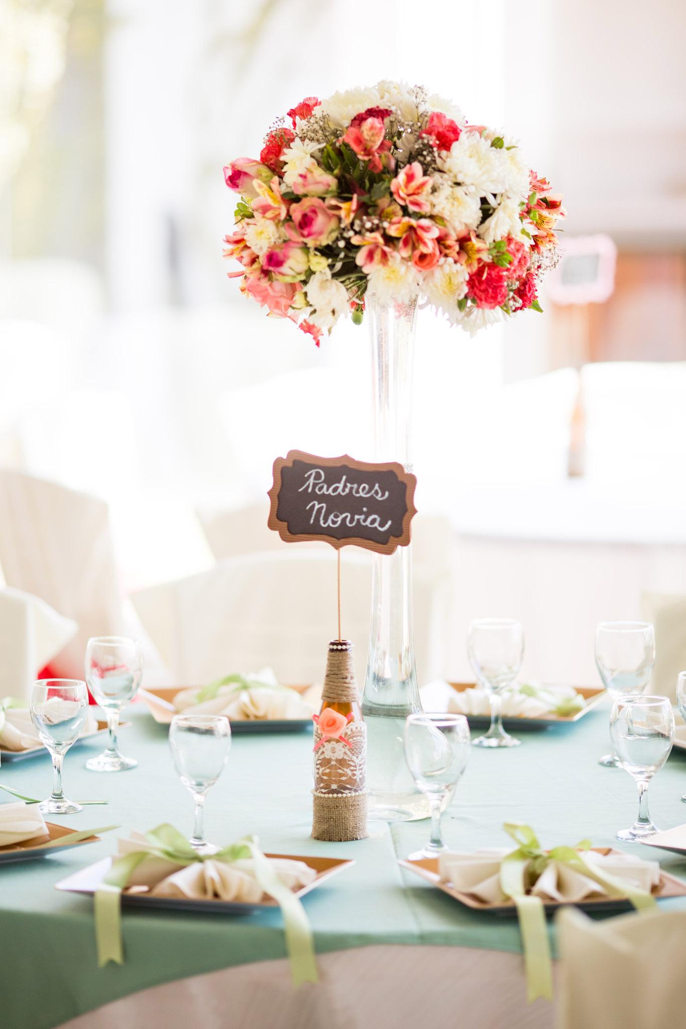 wedding-bolivia-la-paz-reception-table-decoration