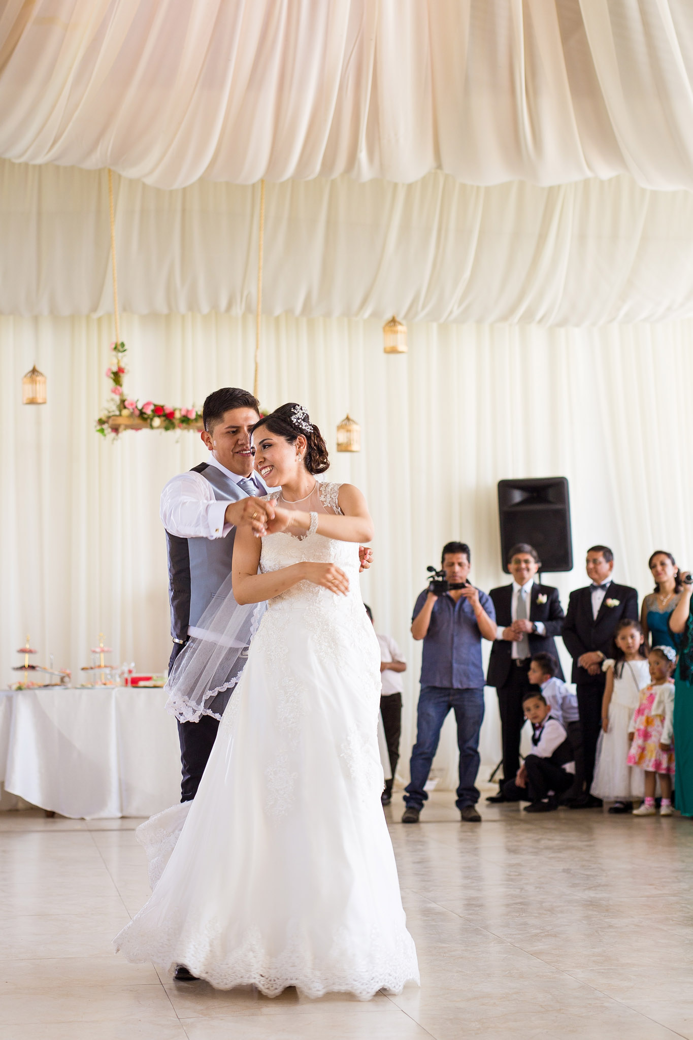 wedding-bolivia-la-paz-first-dance