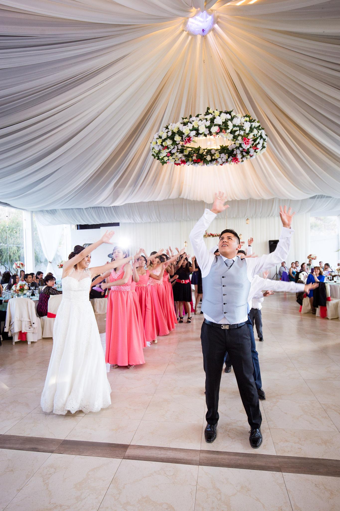 wedding-bolivia-la-paz-flash-mob-dance