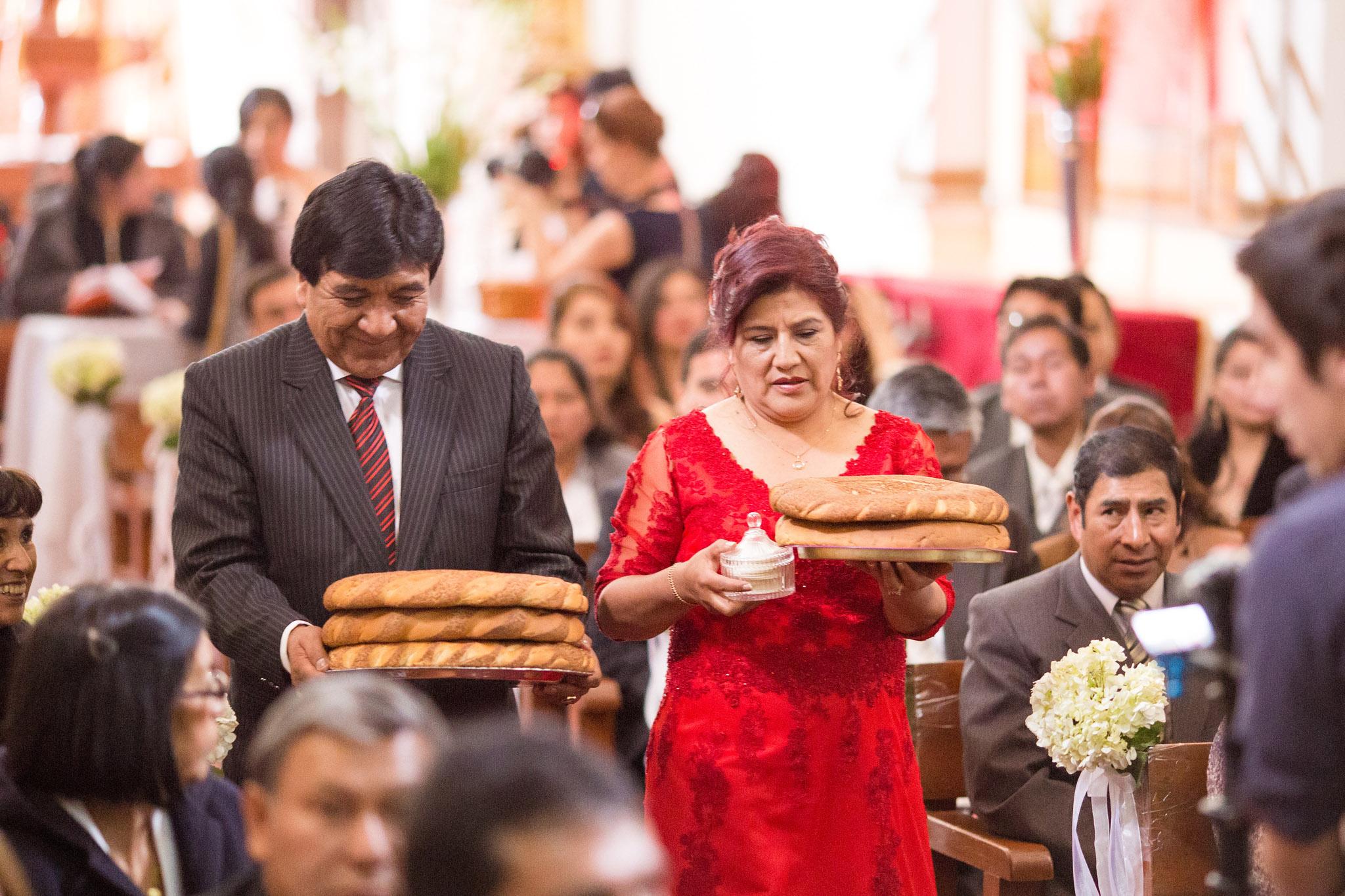 Wedding-Travellers-Destination-Wedding-Peru-Cusco-Hacienda-Sarapampa-Sacred-Valley-church-traditions-bread