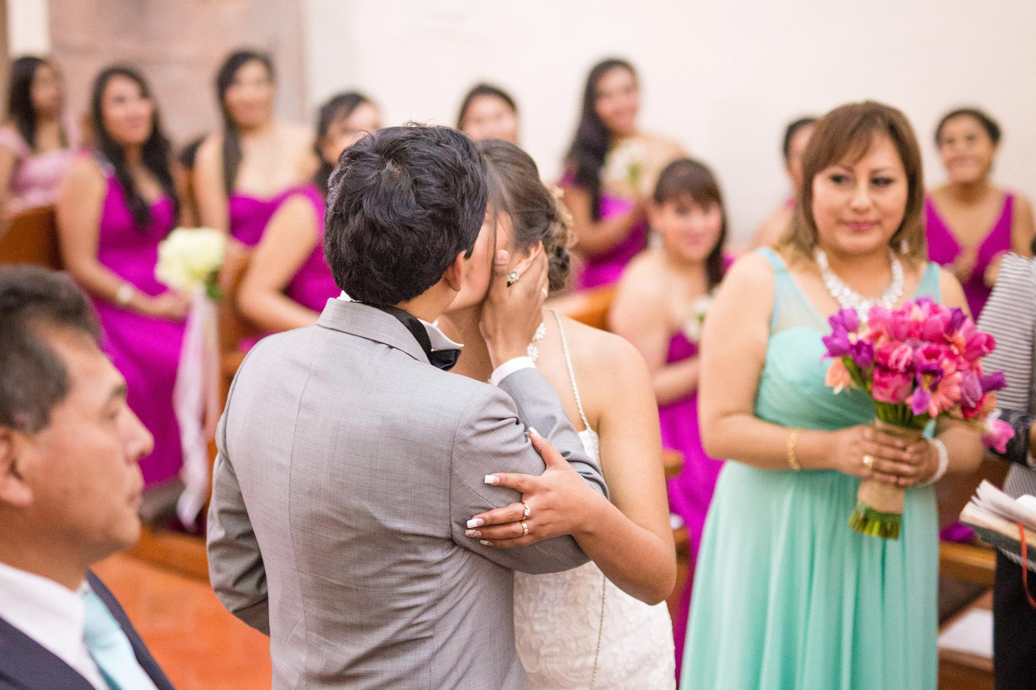 Wedding-Travellers-Destination-Wedding-Peru-Cusco-Hacienda-Sarapampa-Sacred-Valley-kiss