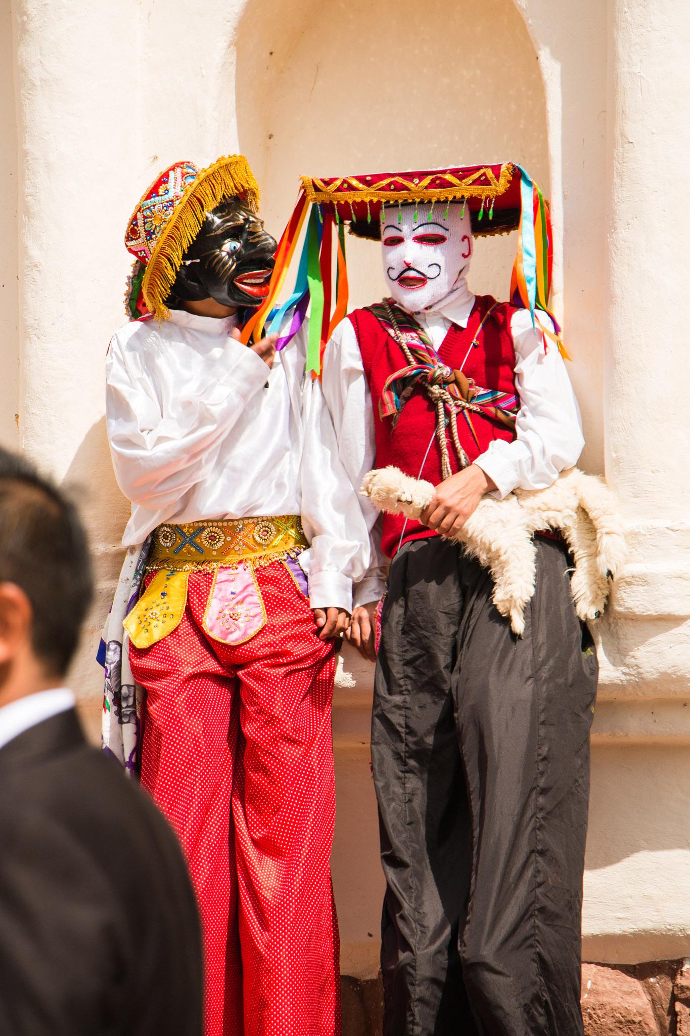 Wedding-Travellers-Destination-Wedding-Peru-Cusco-Hacienda-Sarapampa-Sacred-Valley-traditional-costumes