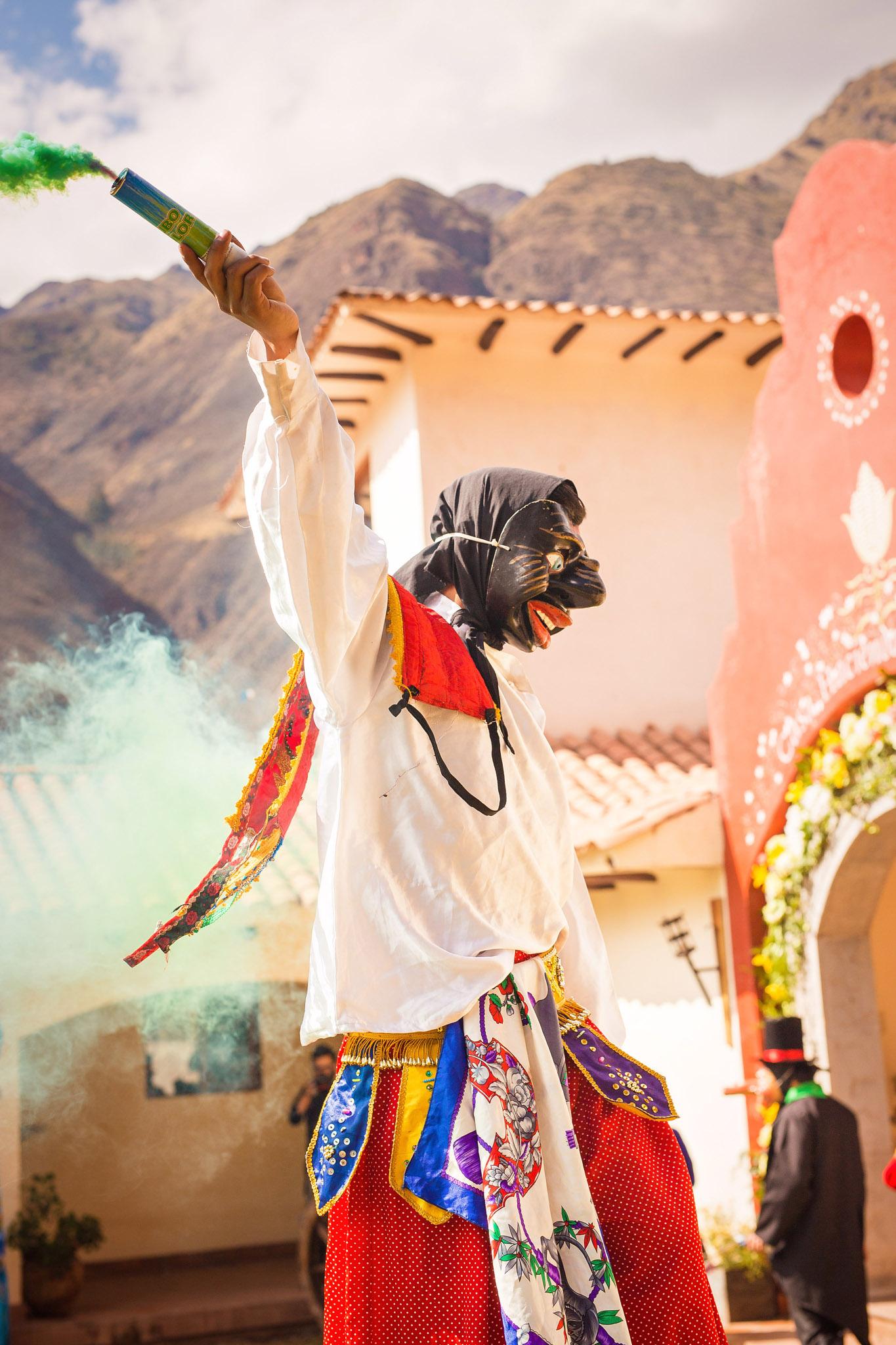 Wedding-Travellers-Destination-Wedding-Peru-Cusco-Hacienda-Sarapampa-Sacred-Valley-amusement-entertainment-traditional-costumes