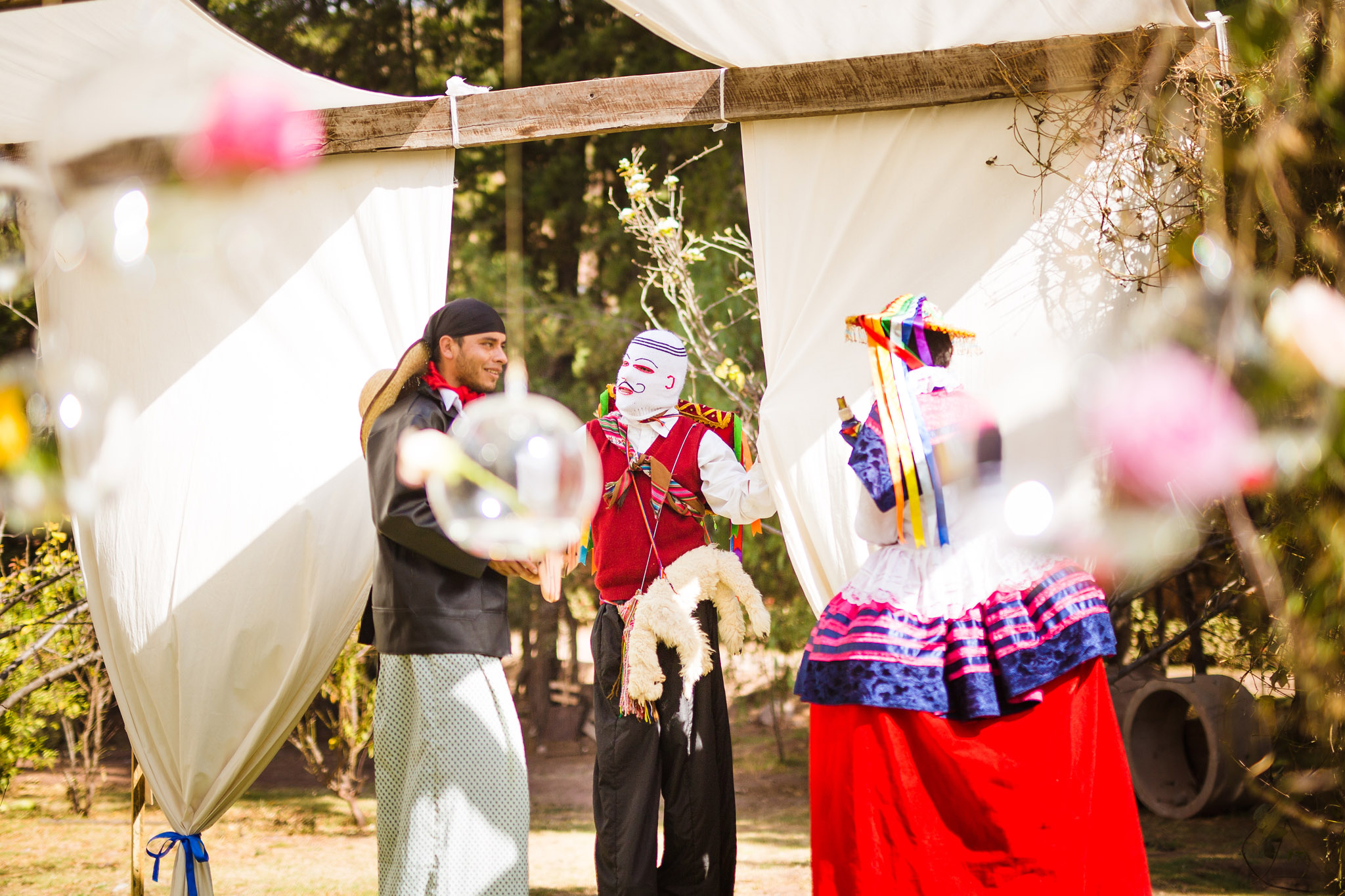 Wedding-Travellers-Destination-Wedding-Peru-Cusco-Hacienda-Sarapampa-Sacred-Valley-traditional-costumes-amusement-entertainment