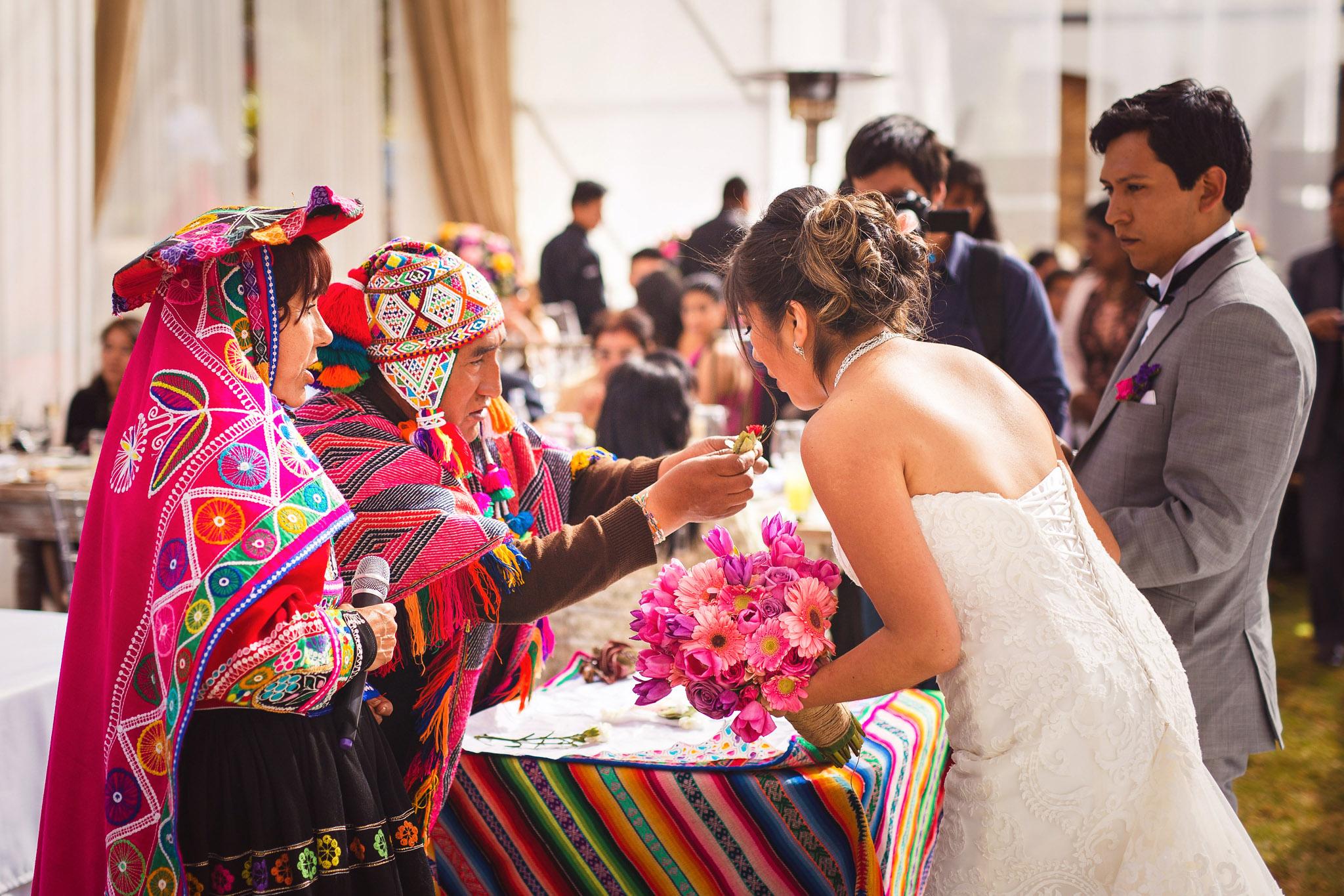 Wedding-Travellers-Destination-Wedding-Peru-Cusco-Hacienda-Sarapampa-Sacred-Valley-traditional-andean-ceremony-koka-kintu-coca-leafs-wishes