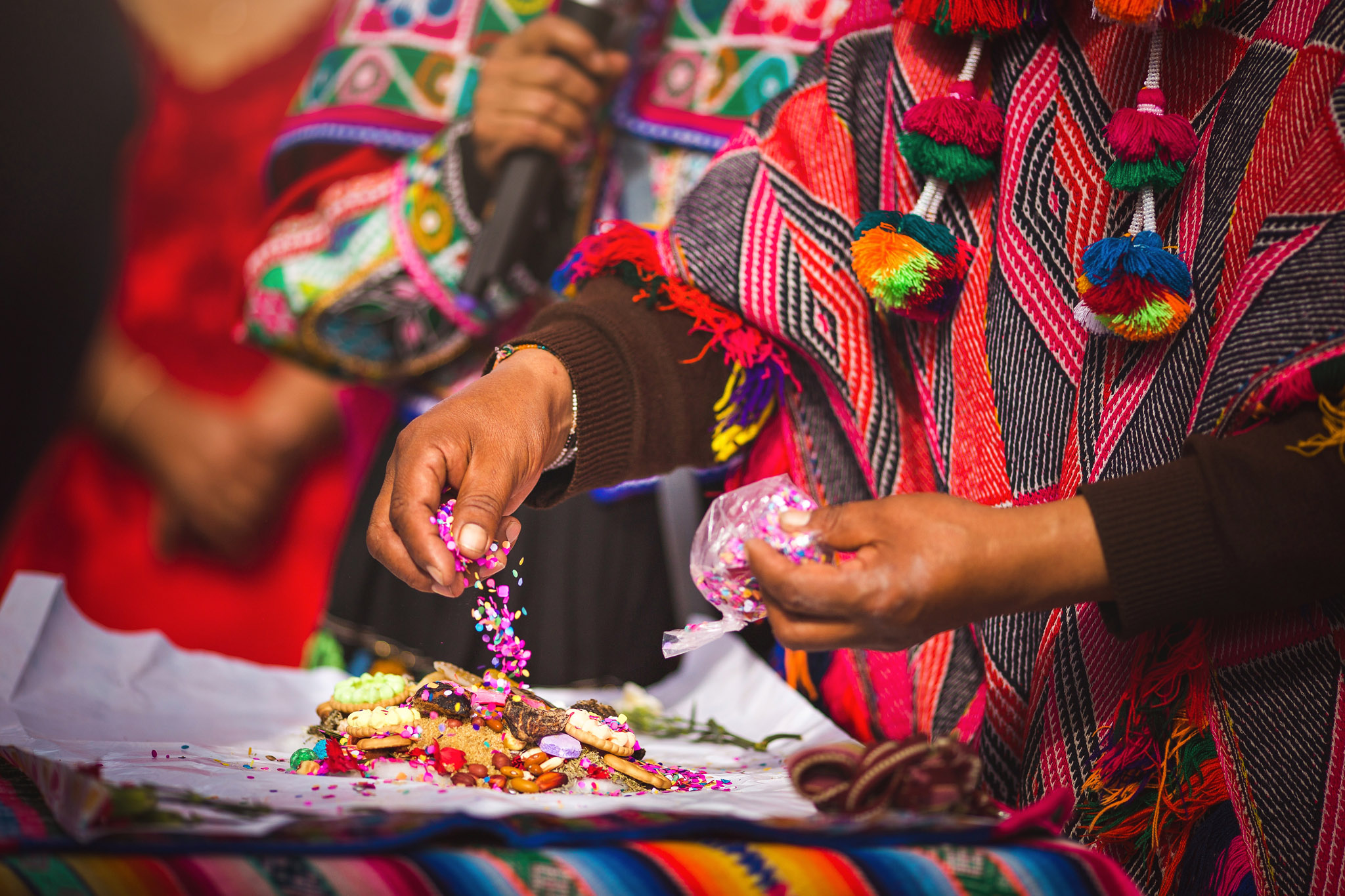 Wedding-Travellers-Destination-Wedding-Peru-Cusco-Hacienda-Sarapampa-Sacred-Valley-traditional-andean-ceremony-preparing-despacho-offer-pachamama-mother-earth-detail-colorful-shaman