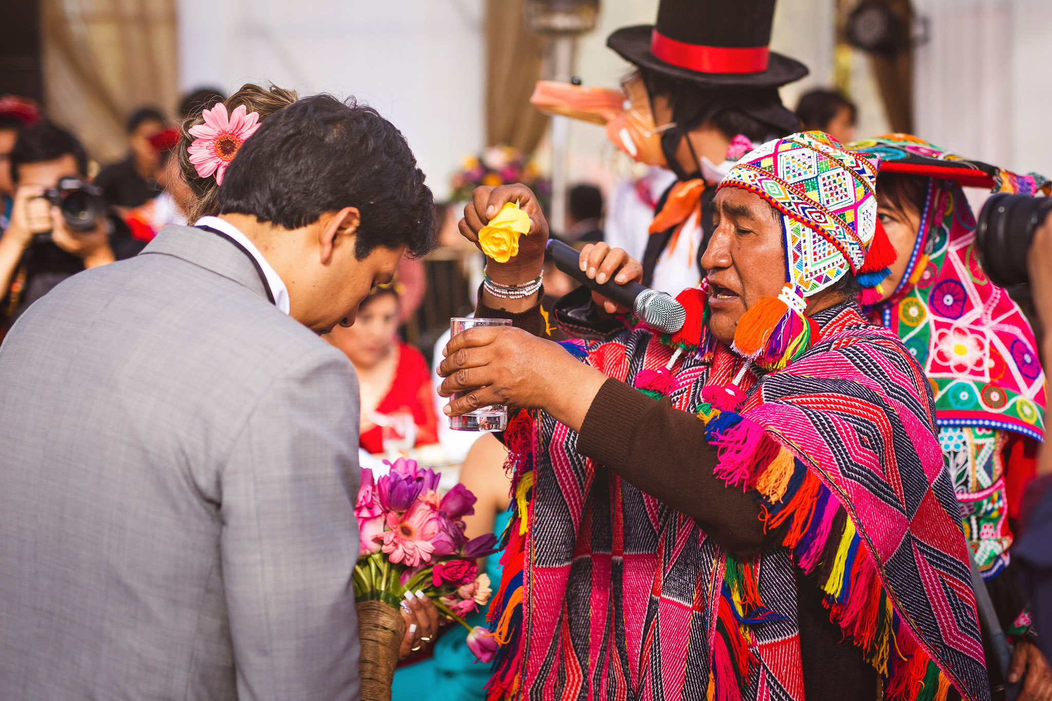 Wedding-Travellers-Destination-Wedding-Peru-Cusco-Hacienda-Sarapampa-Sacred-Valley-traditional-andean-ceremony-offer-pachamama-mother-earth-shaman