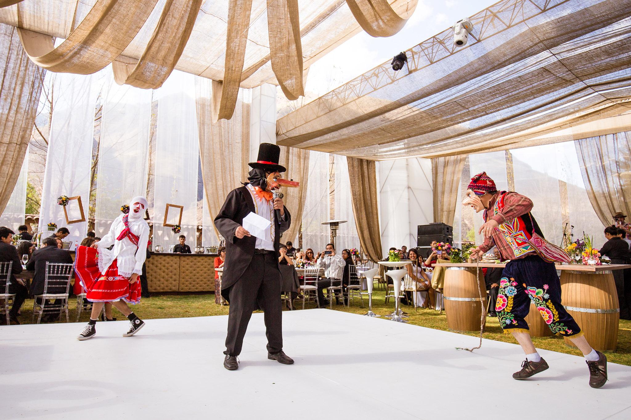 Wedding-Travellers-Destination-Wedding-Peru-Cusco-Hacienda-Sarapampa-Sacred-Valley-traditional-costumes-entertainment