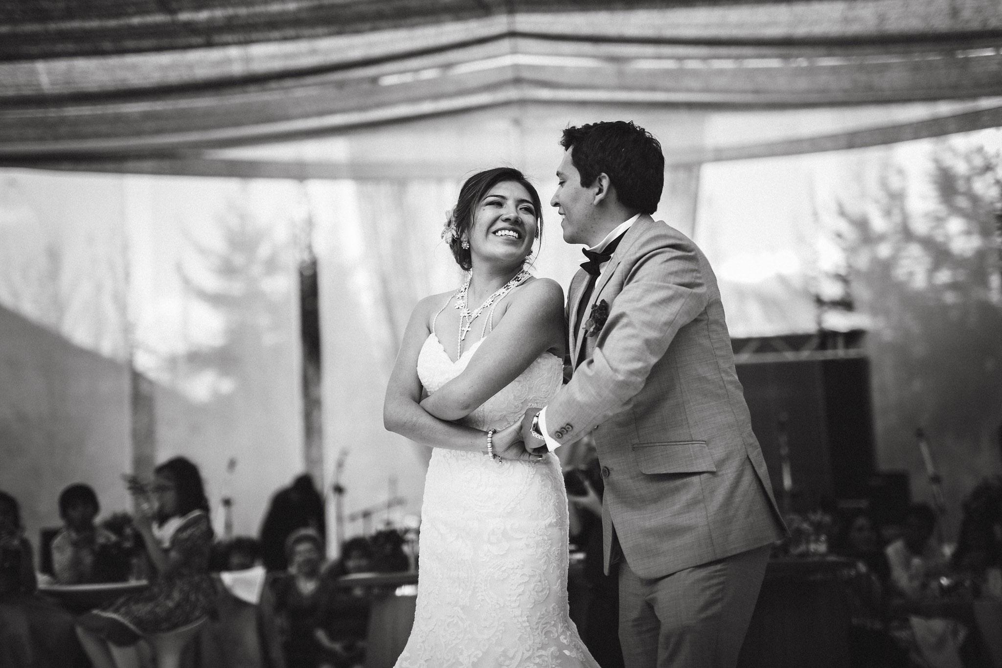 Wedding-Travellers-Destination-Wedding-Peru-Cusco-Hacienda-Sarapampa-Sacred-Valley-first-dance-black-white
