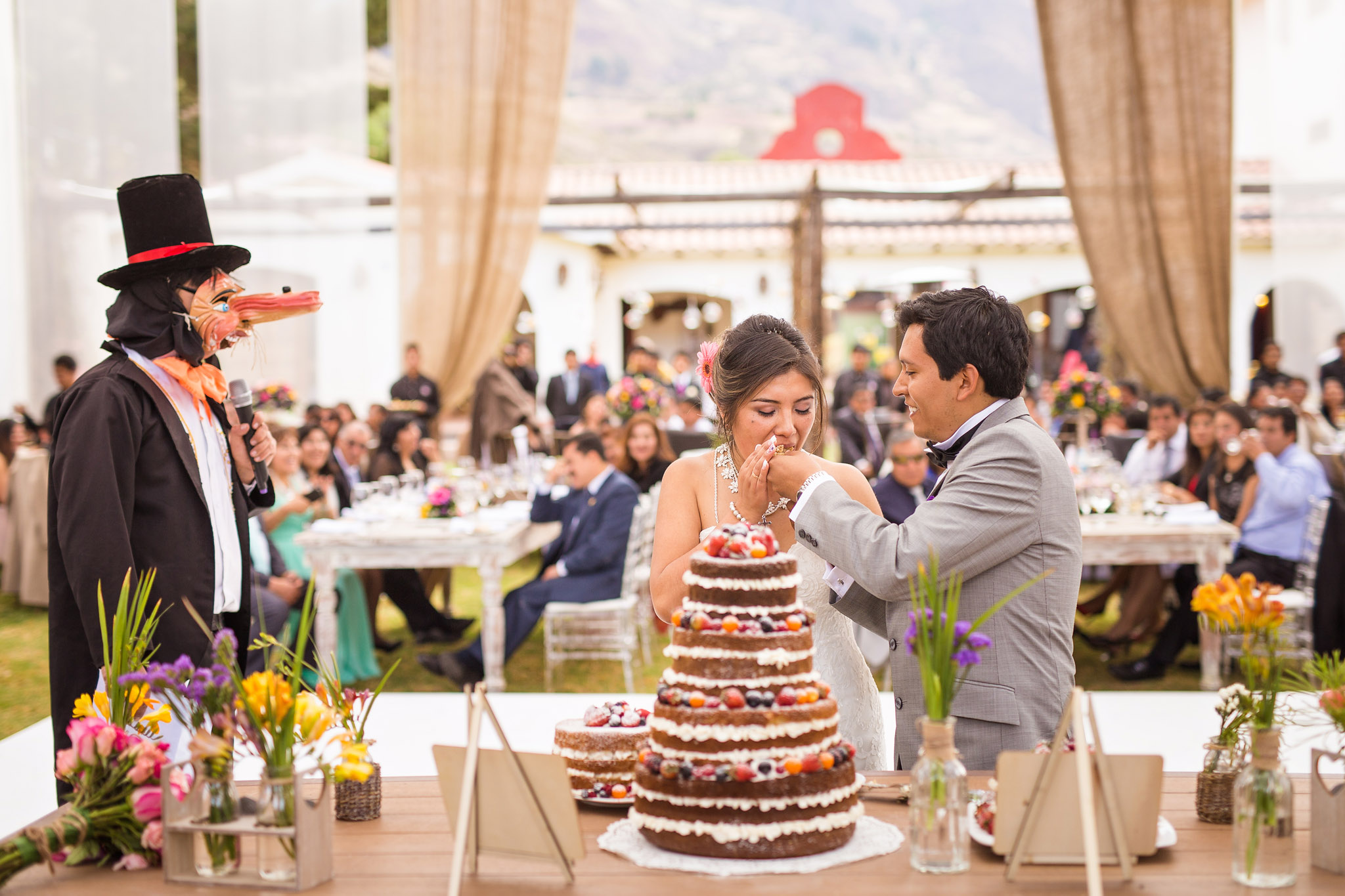 Wedding-Travellers-Destination-Wedding-Peru-Cusco-Hacienda-Sarapampa-Sacred-Valley-cake-cutting