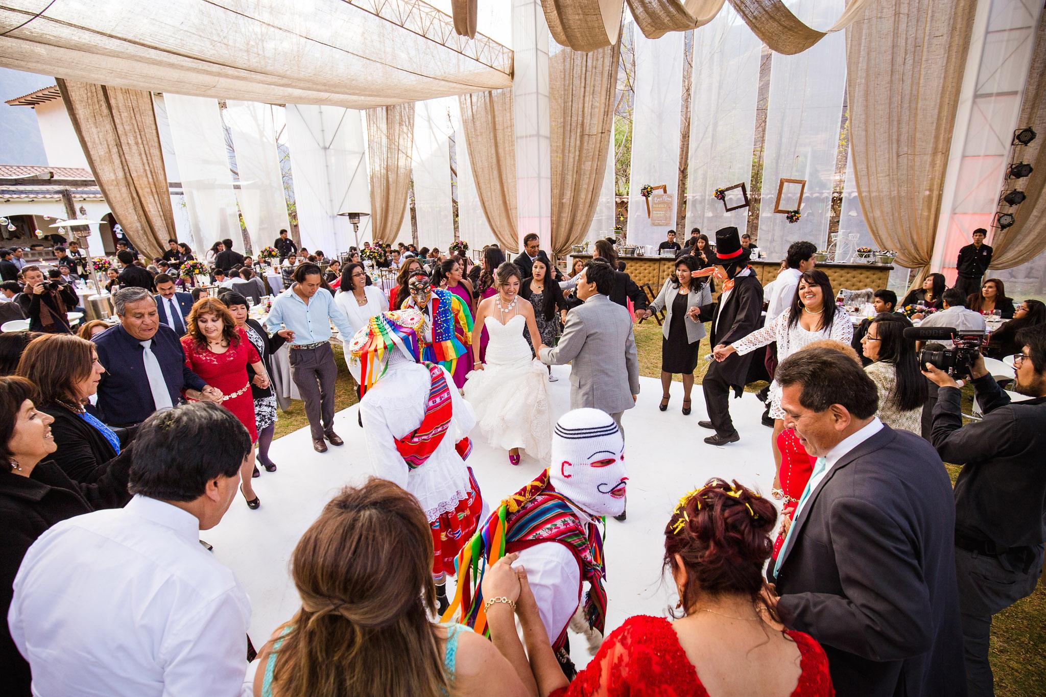 Wedding-Travellers-Destination-Wedding-Peru-Cusco-Hacienda-Sarapampa-Sacred-Valley-traditional-costume-entertainment-party