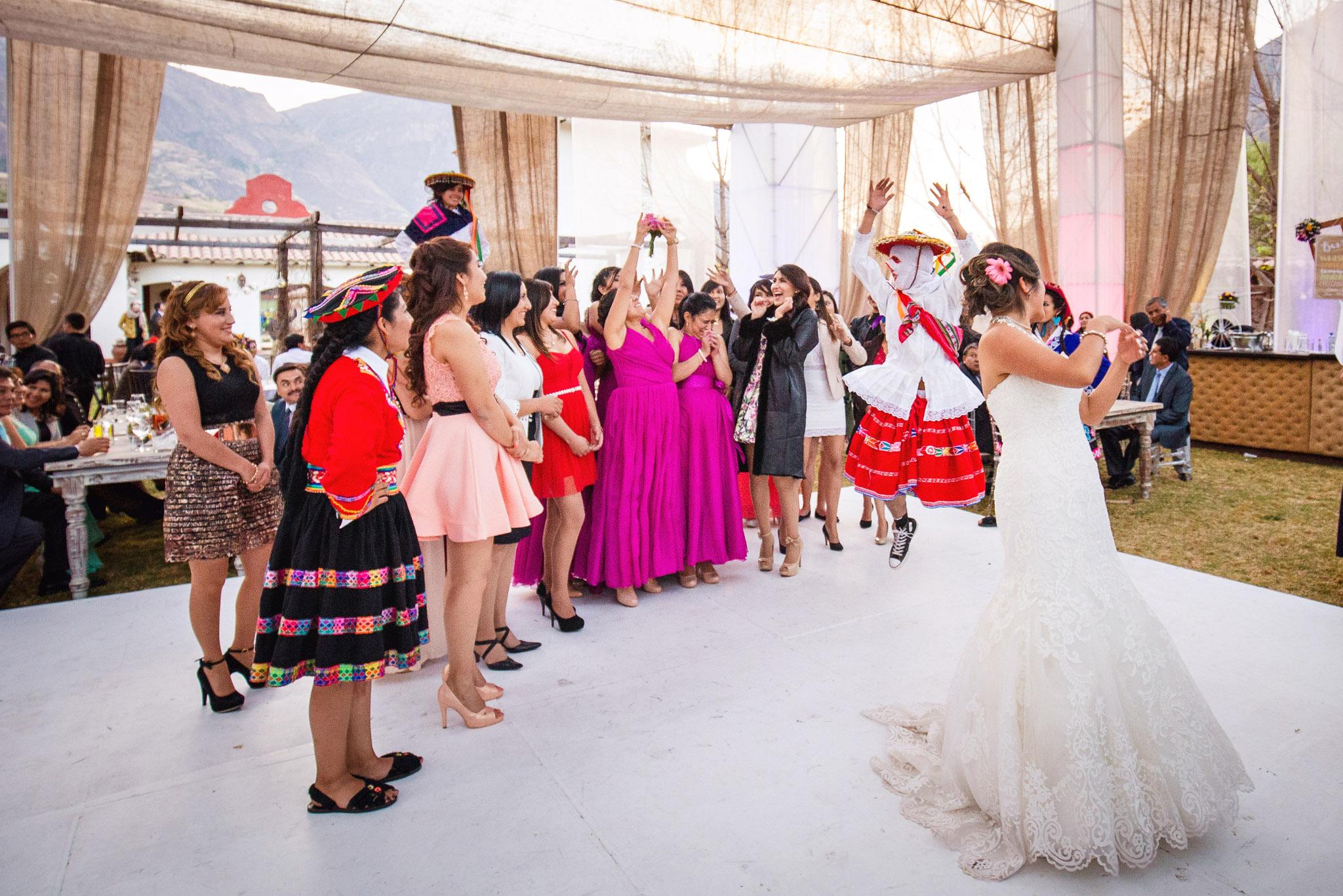 Wedding-Travellers-Destination-Wedding-Peru-Cusco-Hacienda-Sarapampa-Sacred-Valley-bouquet-toss