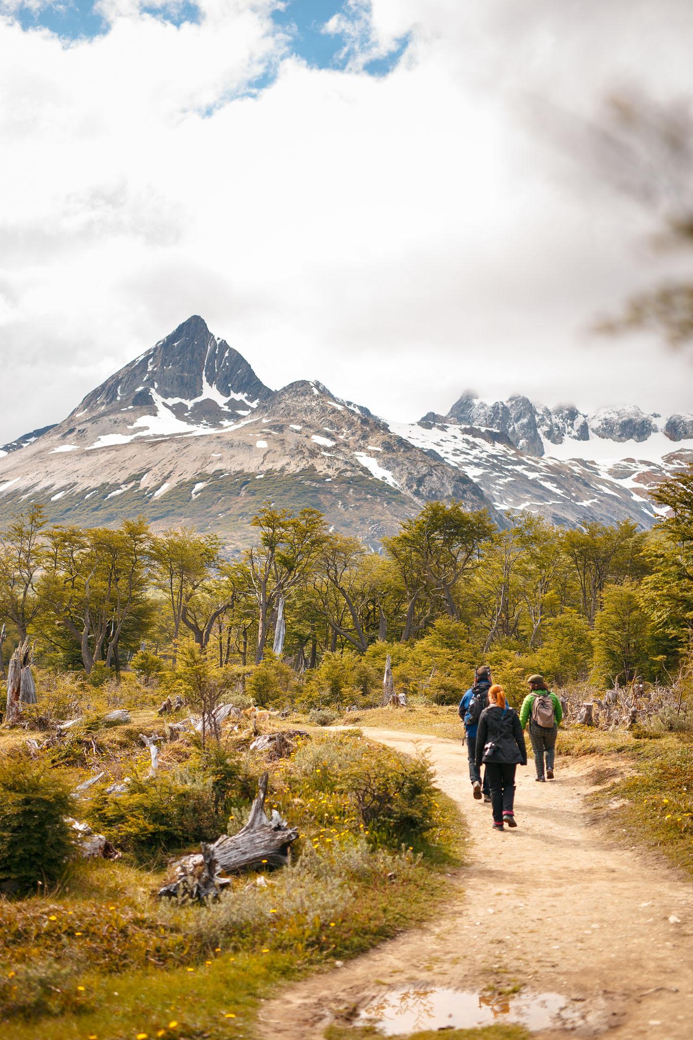 Wedding_Travellers_Ushuaia_Overlanding_fin_del_mundo-laguna-esmeralda-mountains-snow-forest-path-people