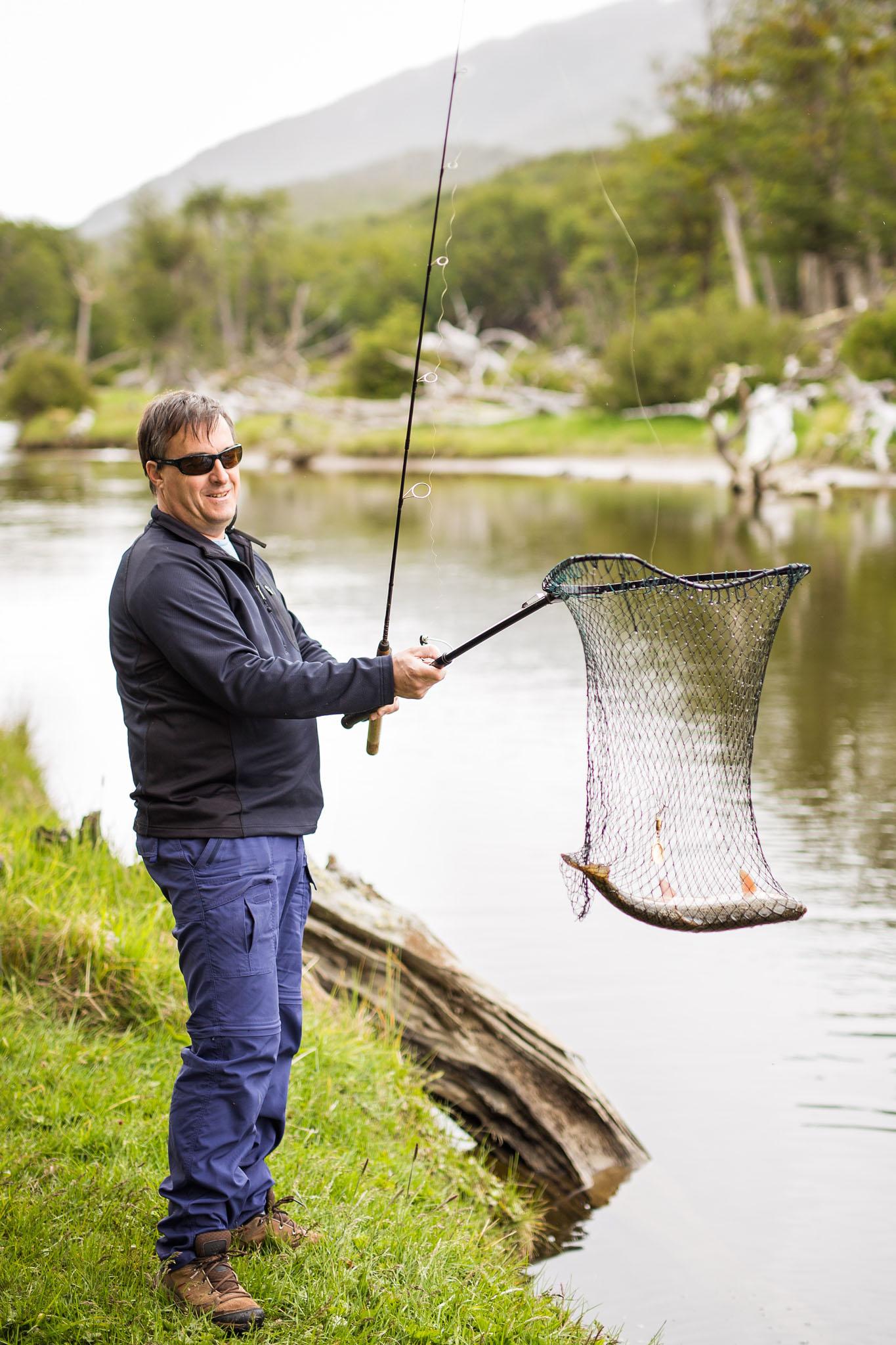 Wedding-travellers-ushuaia-argentina-fishing