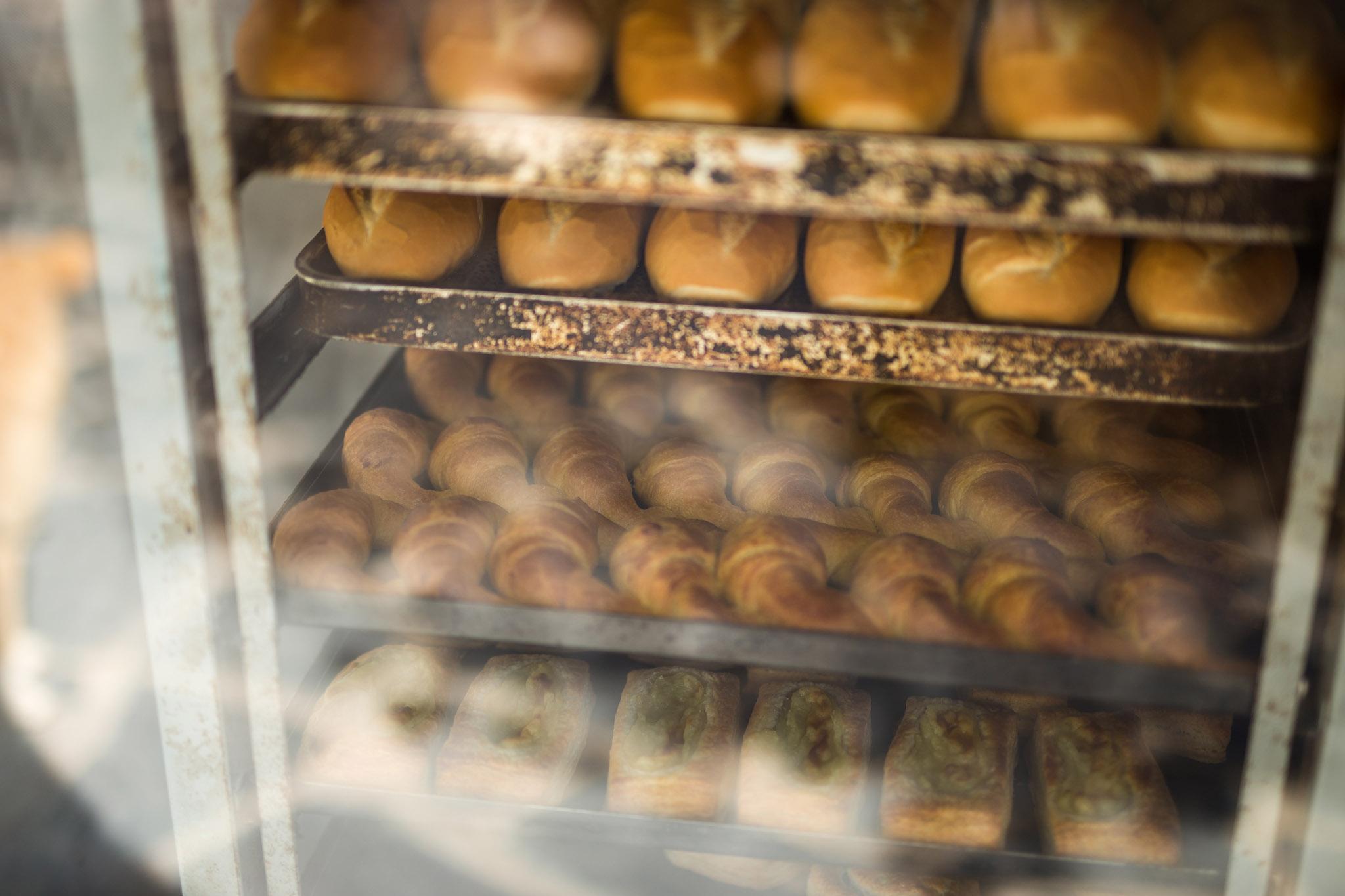 wedding-travellers-argentina-gaiman-bakery-bread-fresh-croissant-window