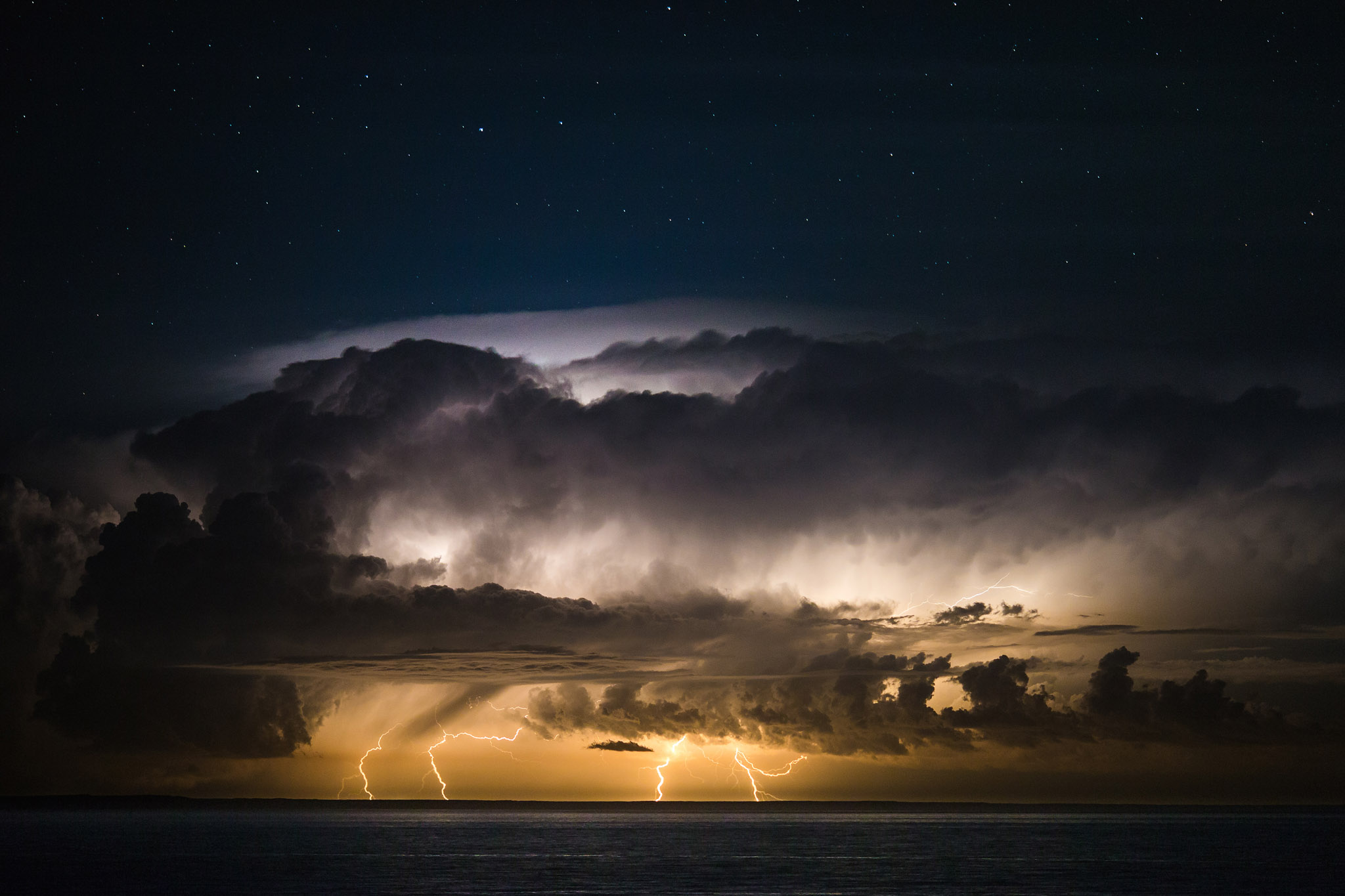 wedding-travellers-argentina-peninsula-valdes-storm-lightning
