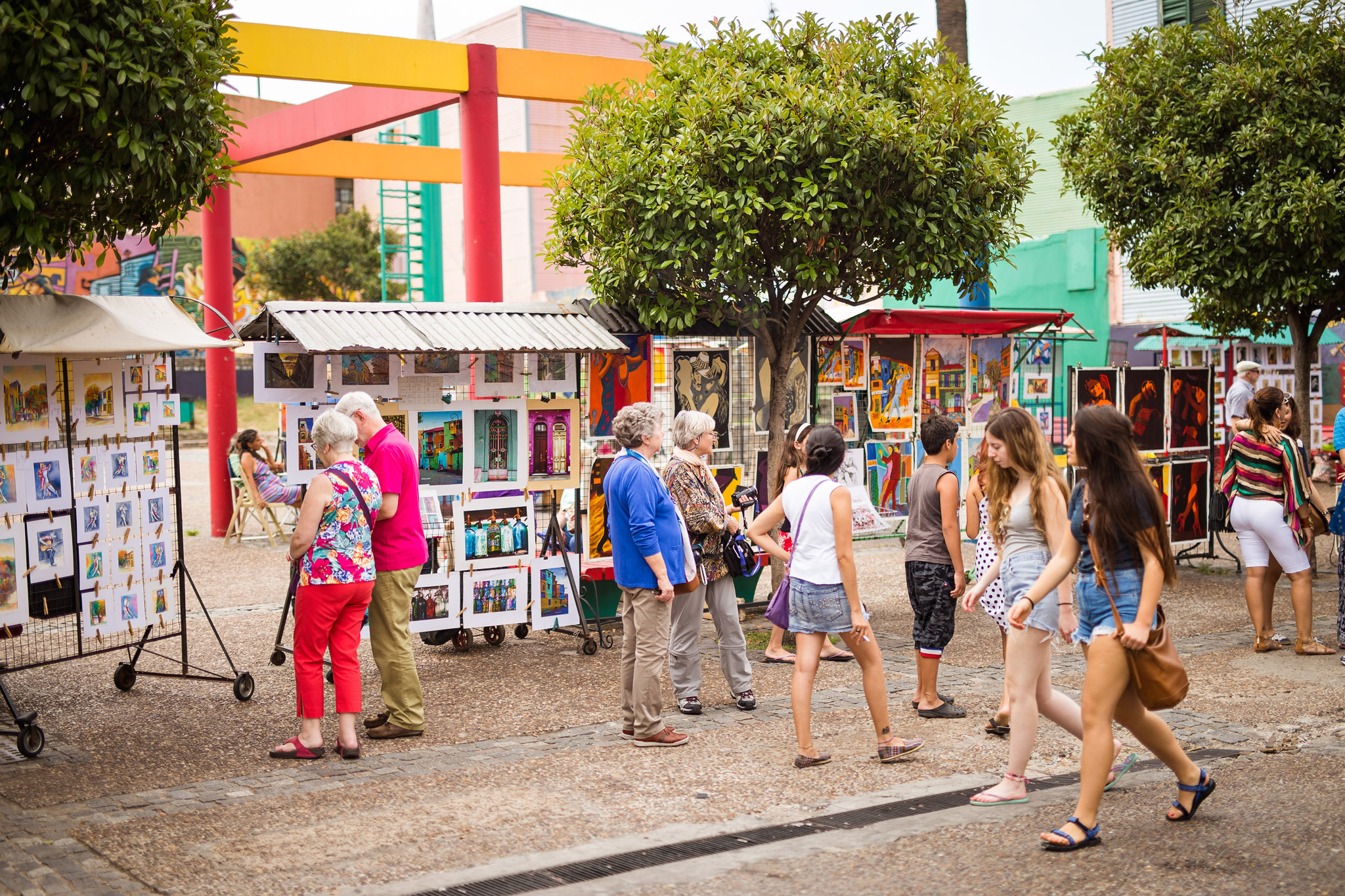 wedding-travellers-argentina-buenos-aires-la-boca-colorful-old-paintings-art