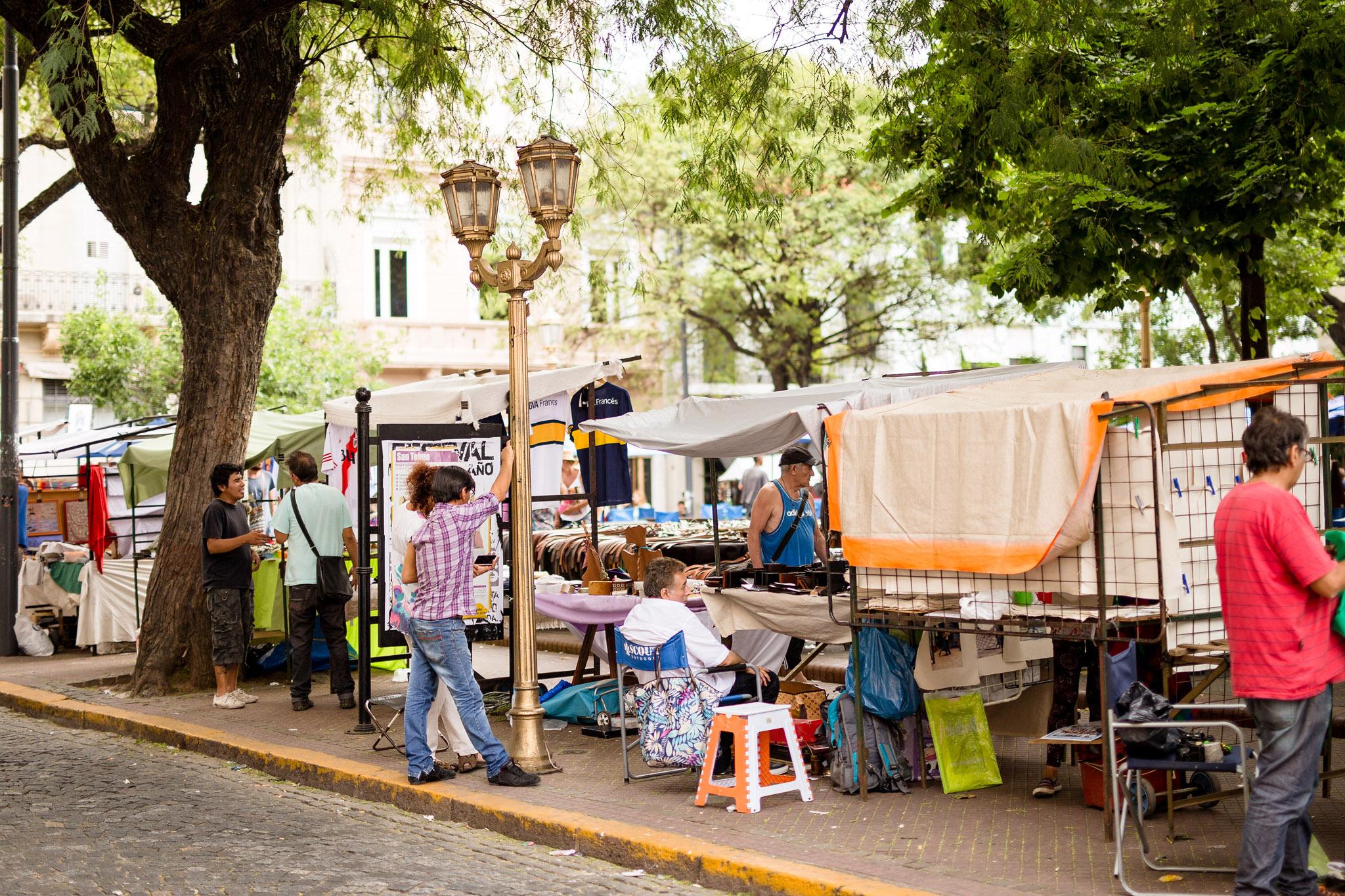 wedding-travellers-argentina-buenos-aires-san-telmo-mercado-pulgas-flea-market