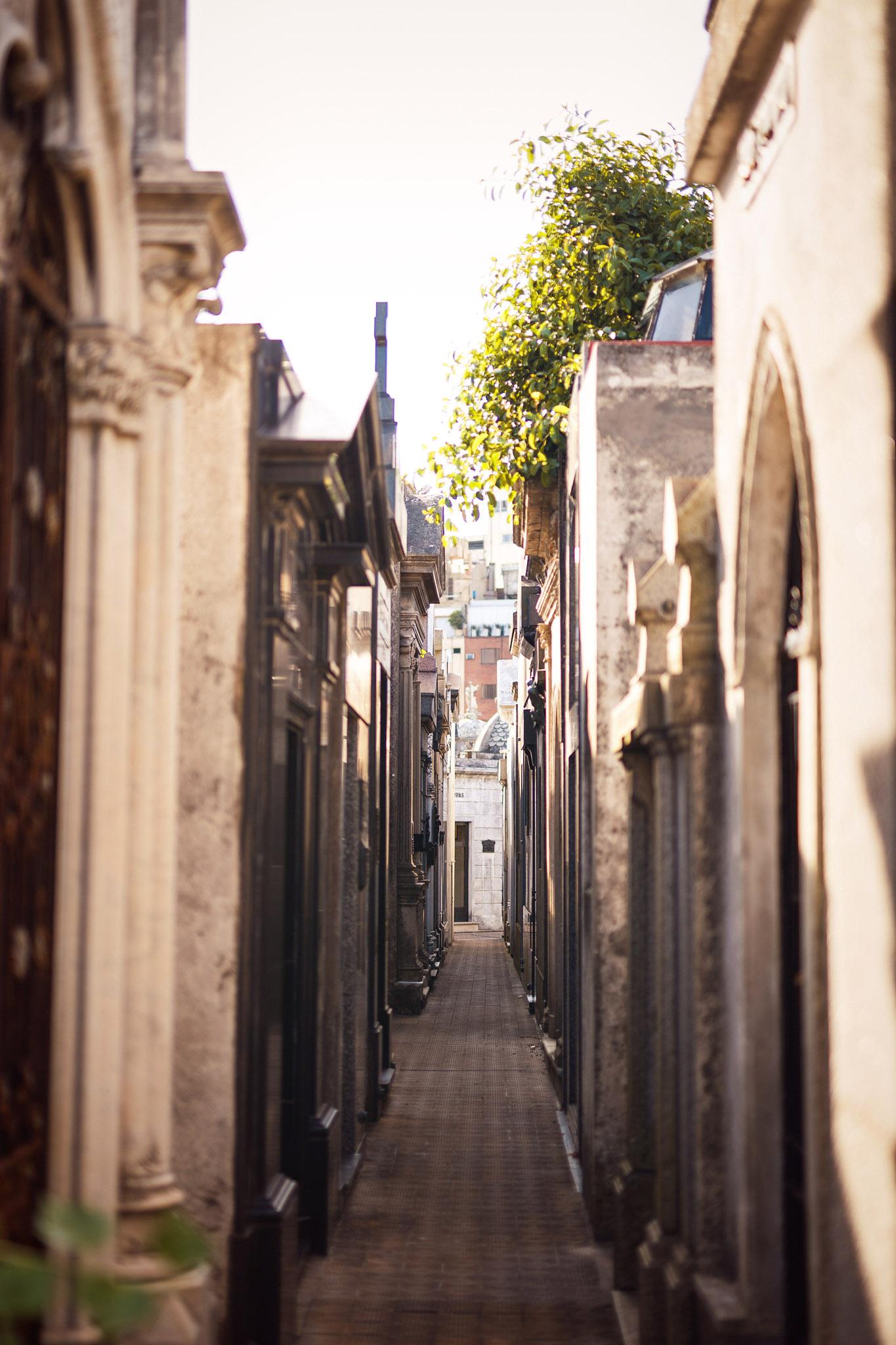 Wedding-travellers-Argentina-Buenos-Aires-Recoleta-cemetery