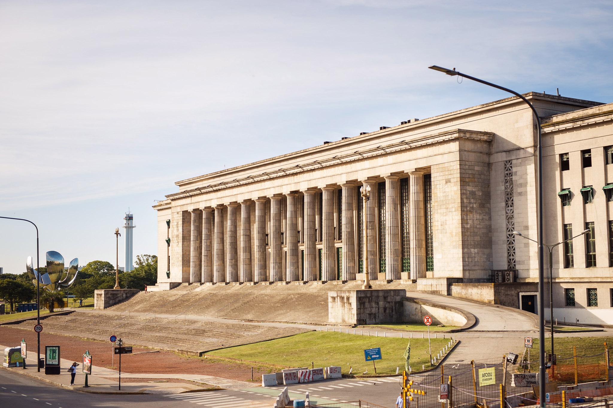 Wedding-travellers-Argentina-Buenos-Aires-Law-school-university