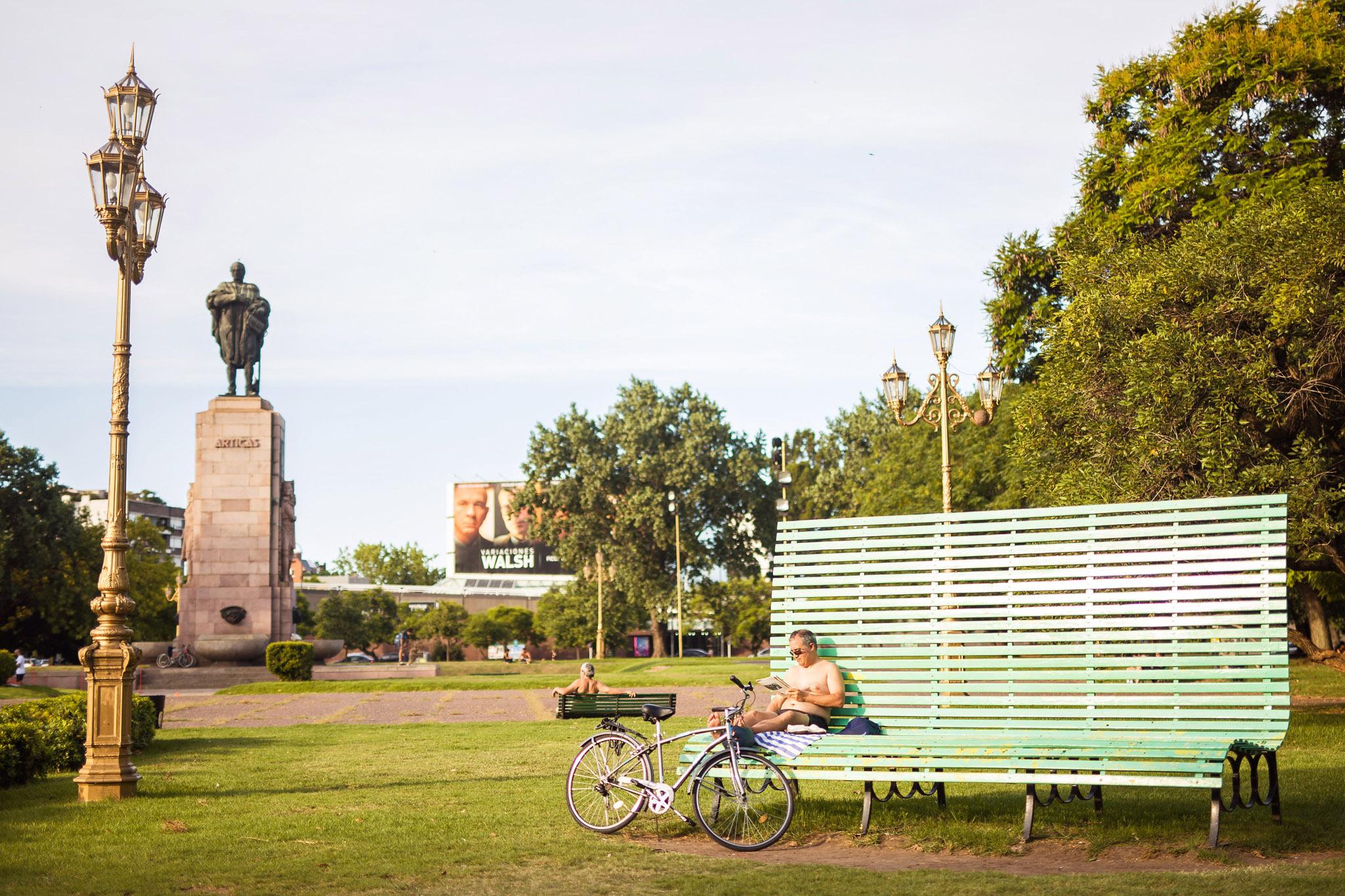 Wedding-travellers-Argentina-Buenos-Aires-Palermo-park-big-bench