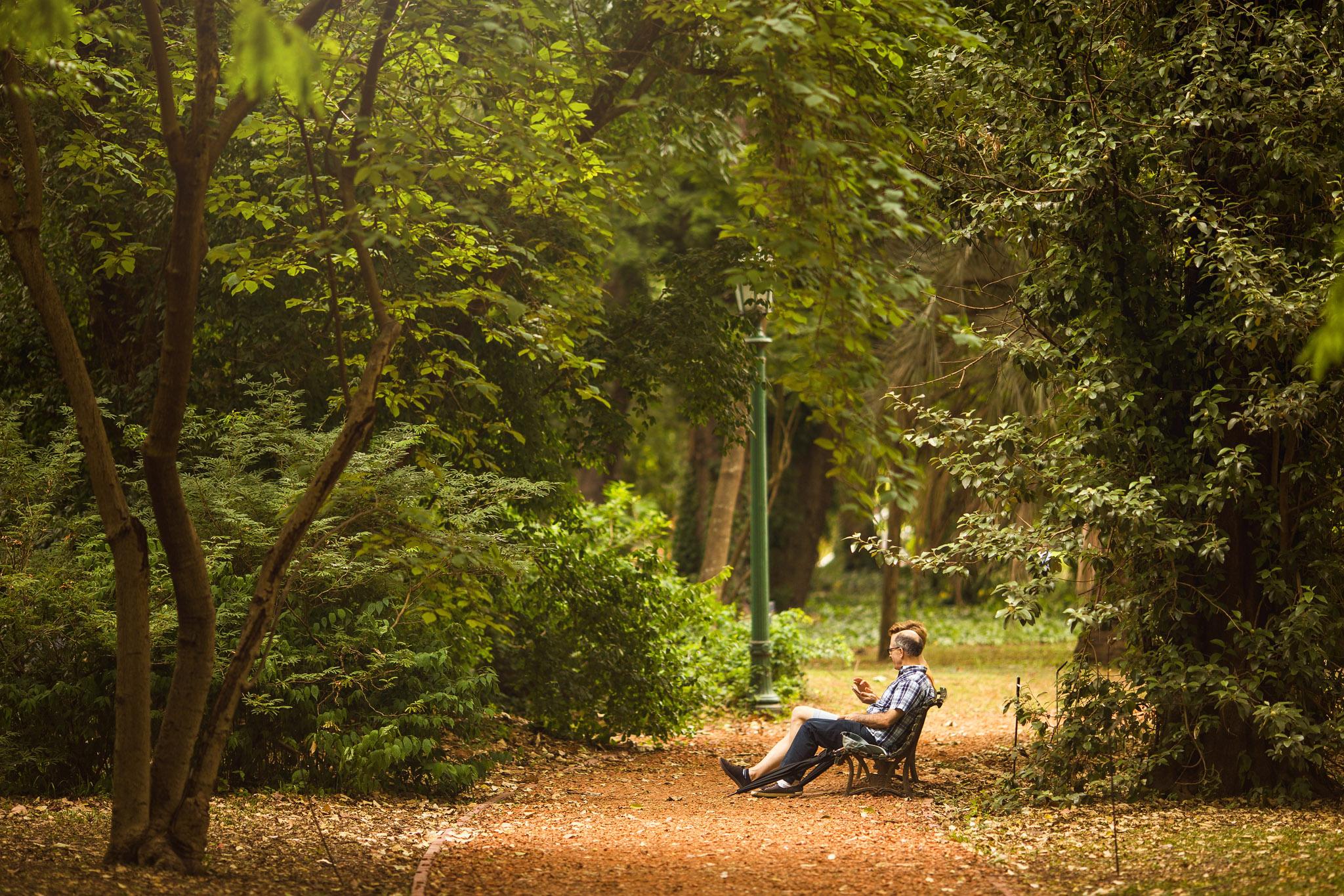 Wedding-travellers-Argentina-Buenos-Aires-Botanical-Garden-Jardin-Botanico-Couple