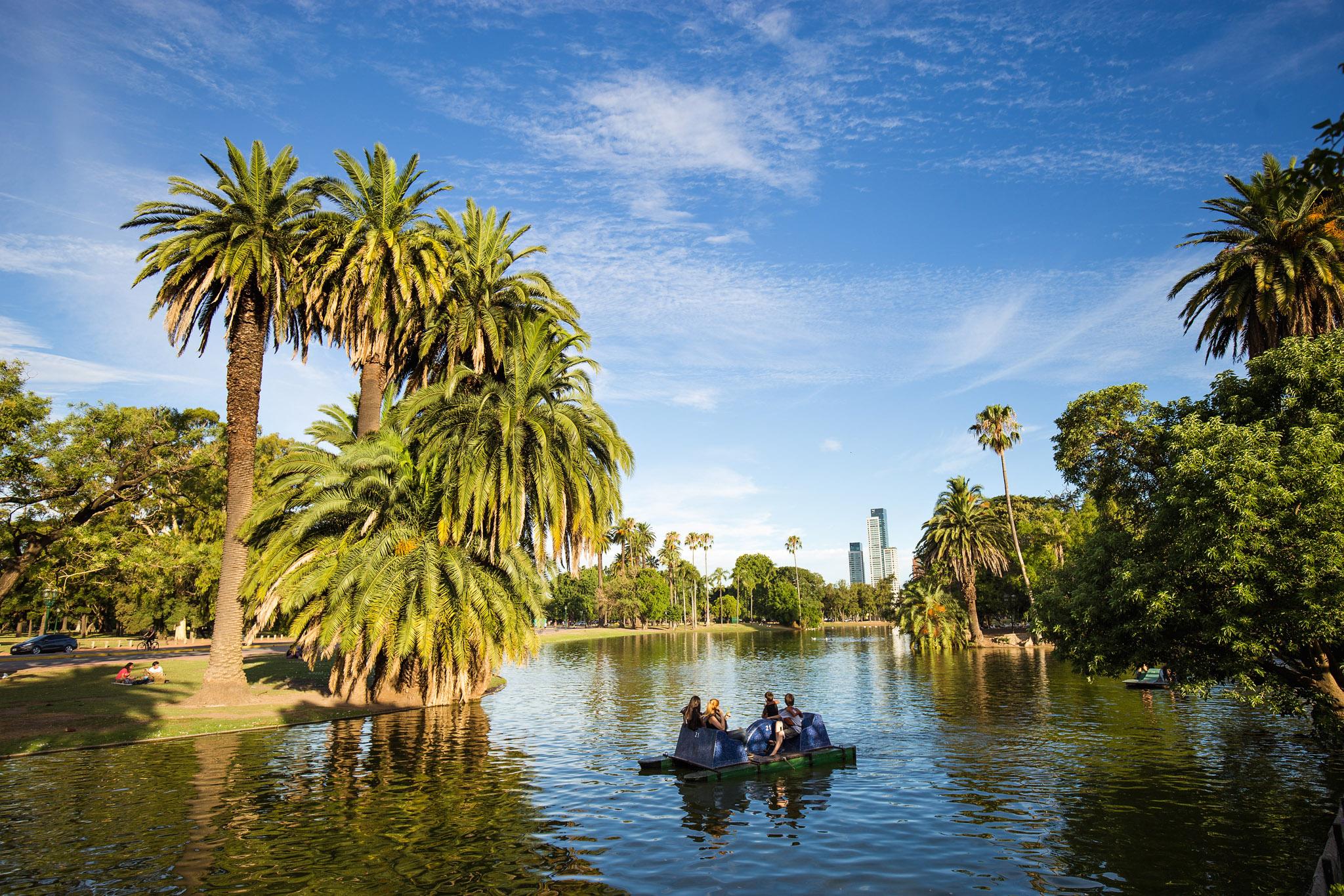Wedding-travellers-Argentina-Buenos-Aires-Botanical-Garden-Jardin-Botanico-Lake-Palms