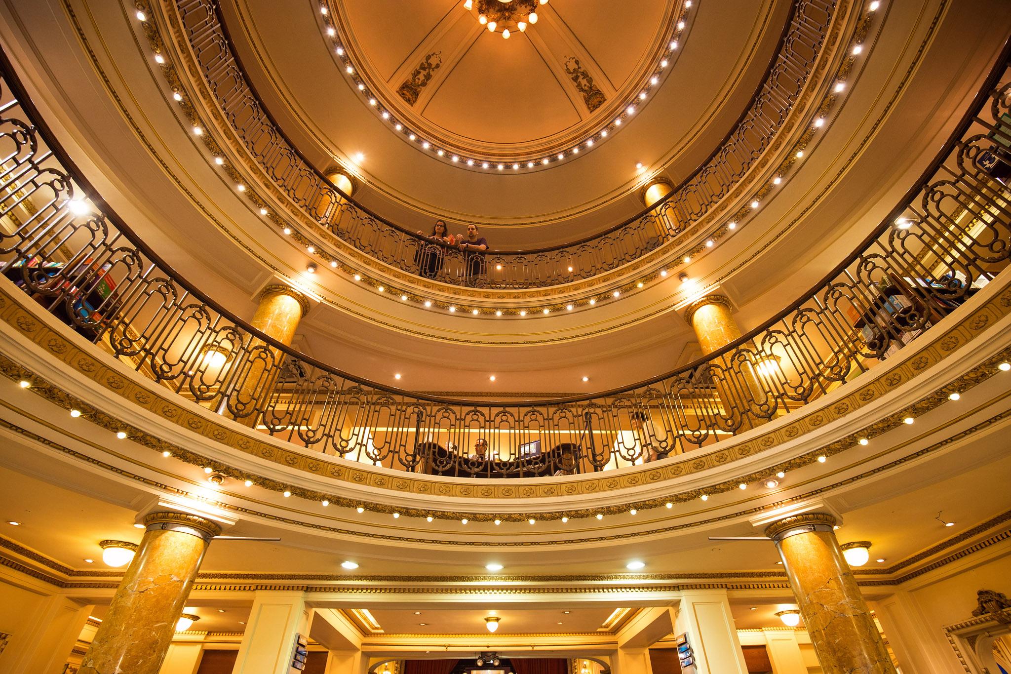 Wedding-travellers-Argentina-Buenos-Aires-Bookstore-El-Ateneo-Old-Theatre