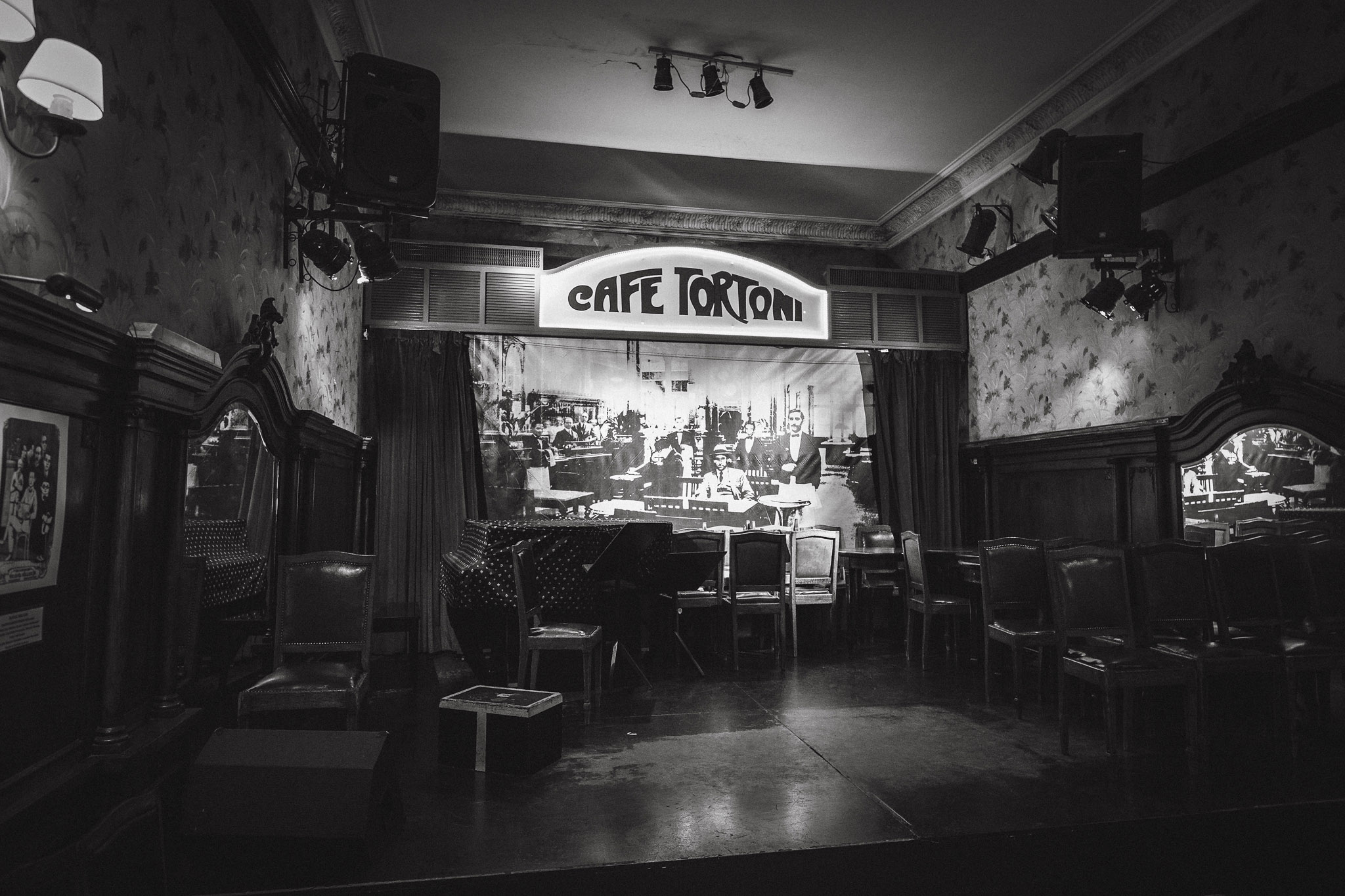 Wedding-Travellers-Argentina-Buenos-Aires-Cafe-Tortoni