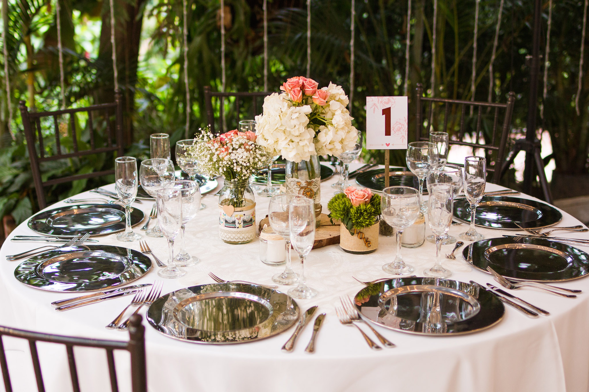 wedding-travellers-destination-wedding-photography-colombia-medellin-chuscalito-white-pink-rose-decoration