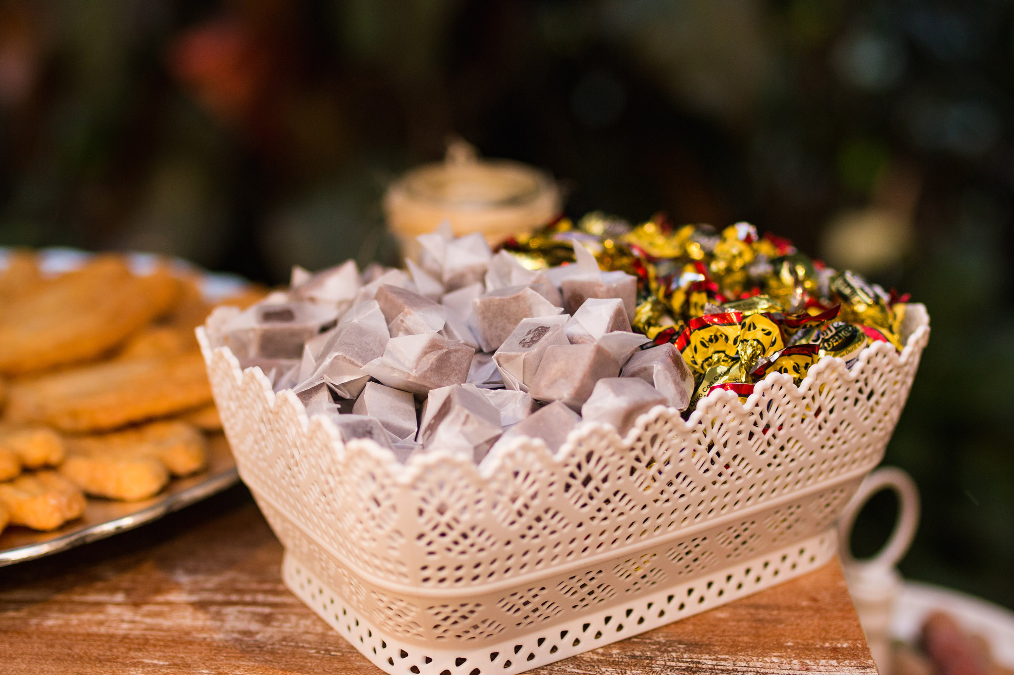 wedding-travellers-destination-wedding-photography-colombia-medellin-chuscalito-candy-sweet-caramel-coffee