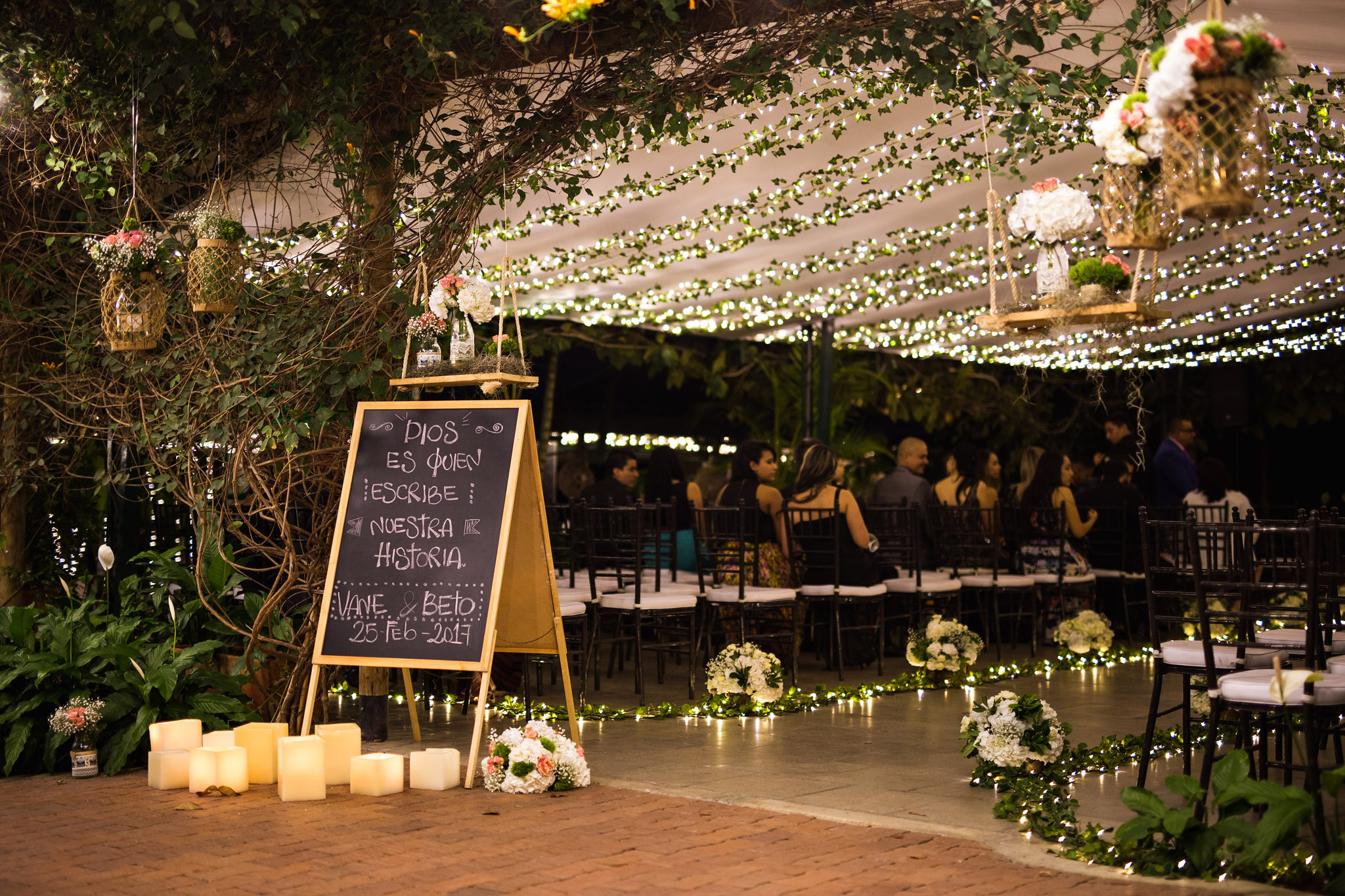 wedding-travellers-destination-wedding-photography-colombia-medellin-chuscalito-night-ceremony