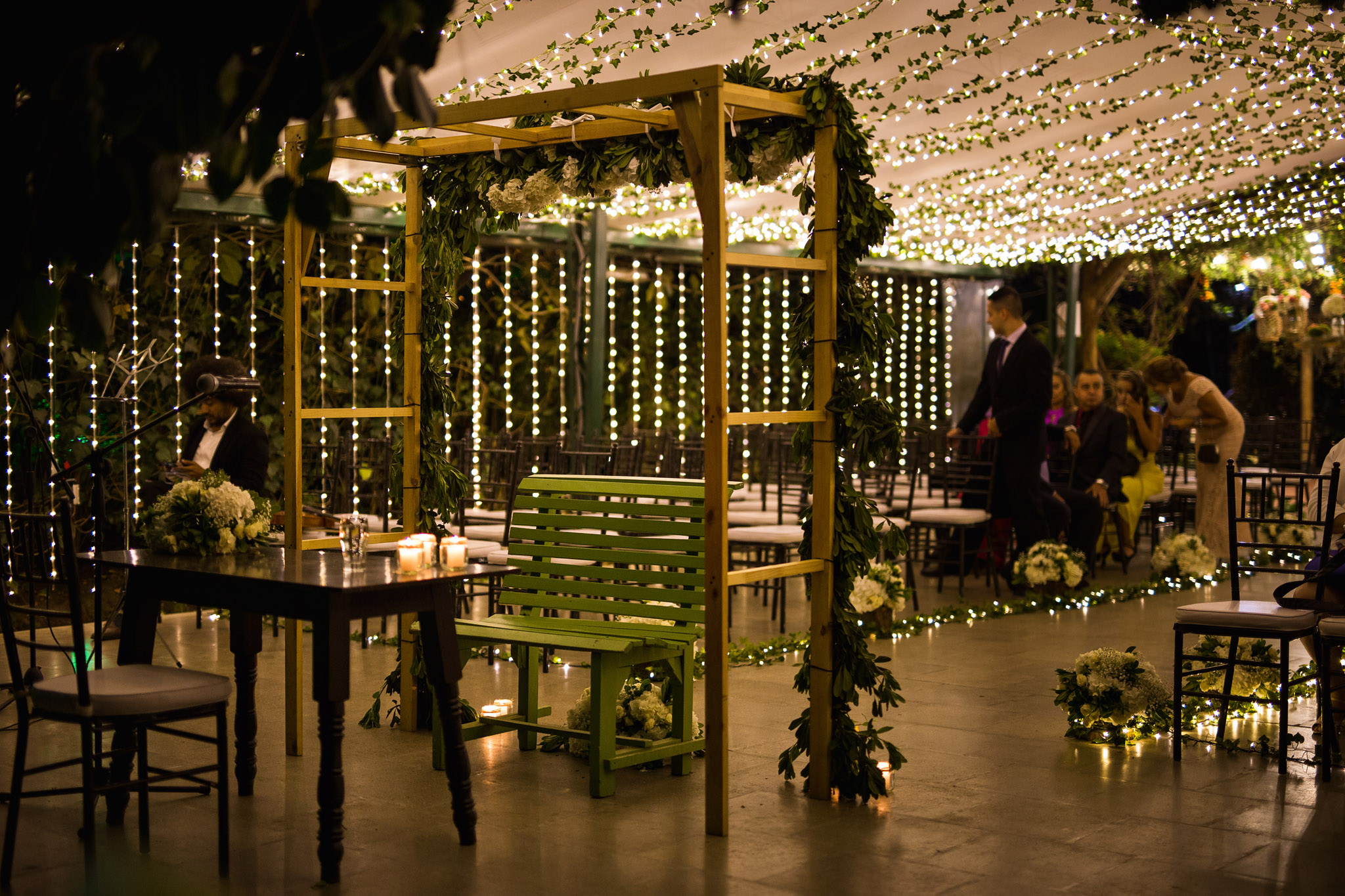 wedding-travellers-destination-wedding-photography-colombia-medellin-chuscalito-night-lights-decoration