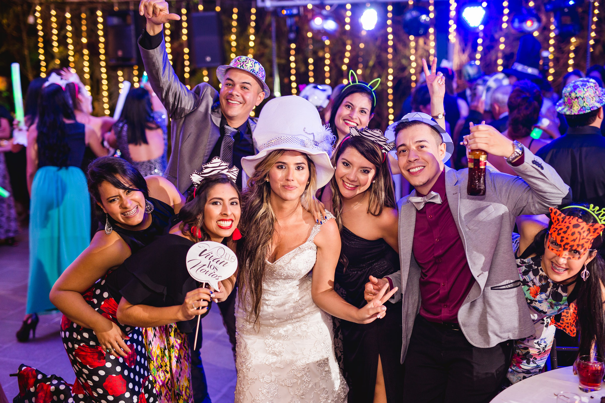 wedding-travellers-destination-wedding-photography-colombia-medellin-chuscalito-party-hora-loca