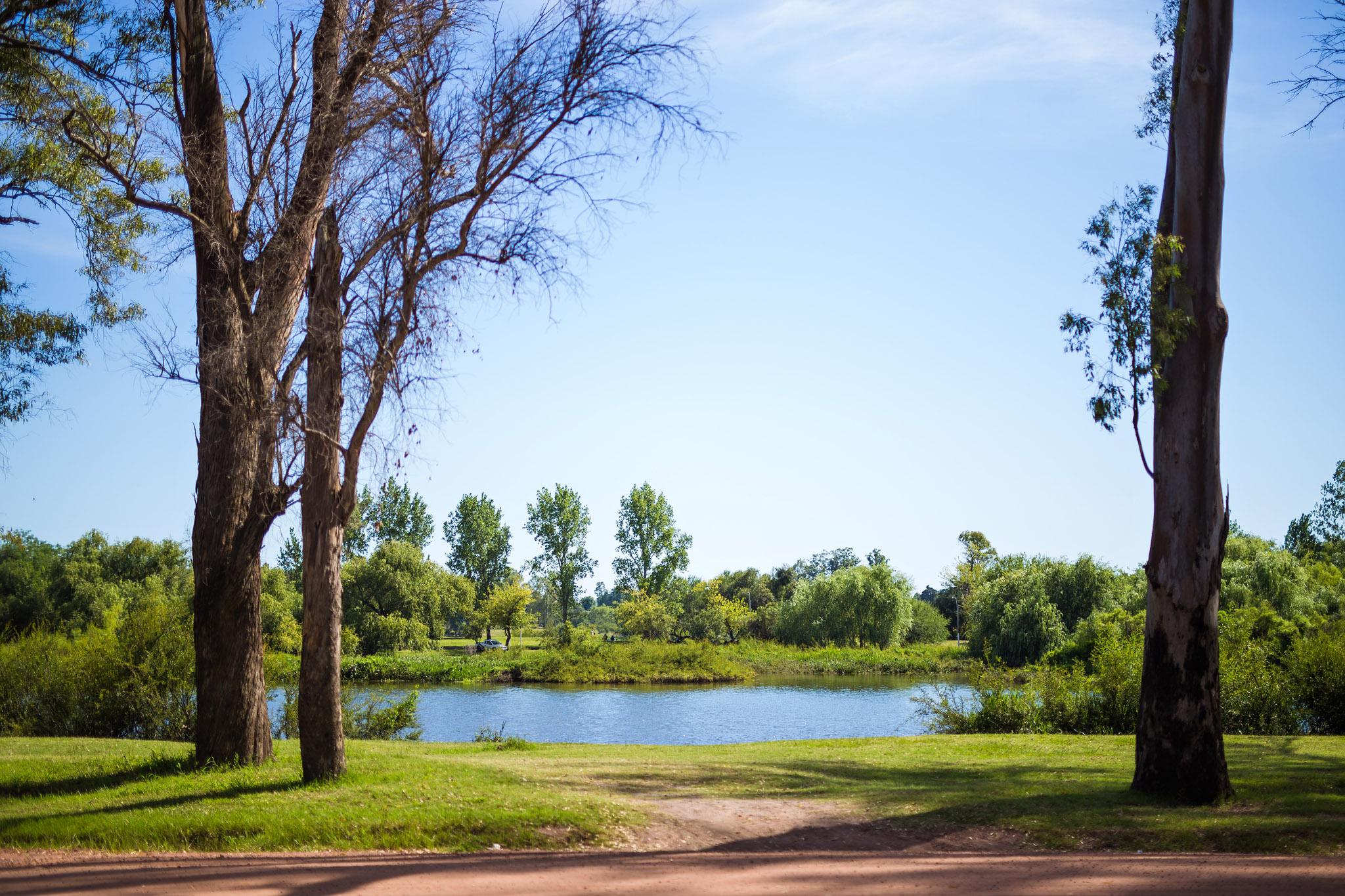 wedding-travellers-destination-photography-overlanding-south-america-uruguay-mercedes-park-river