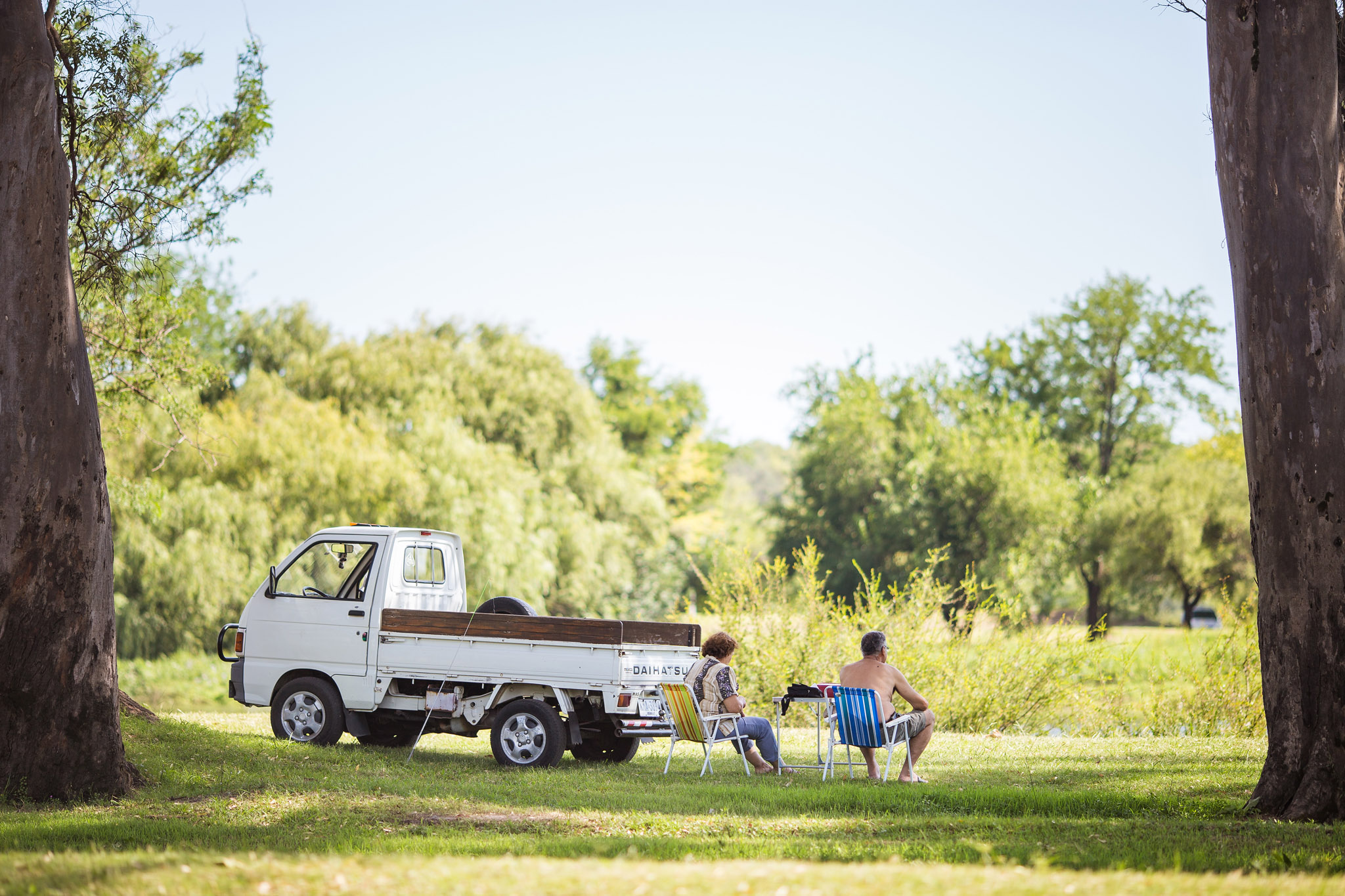 wedding-travellers-destination-photography-overlanding-south-america-uruguay-mercedes-park-relax-chill