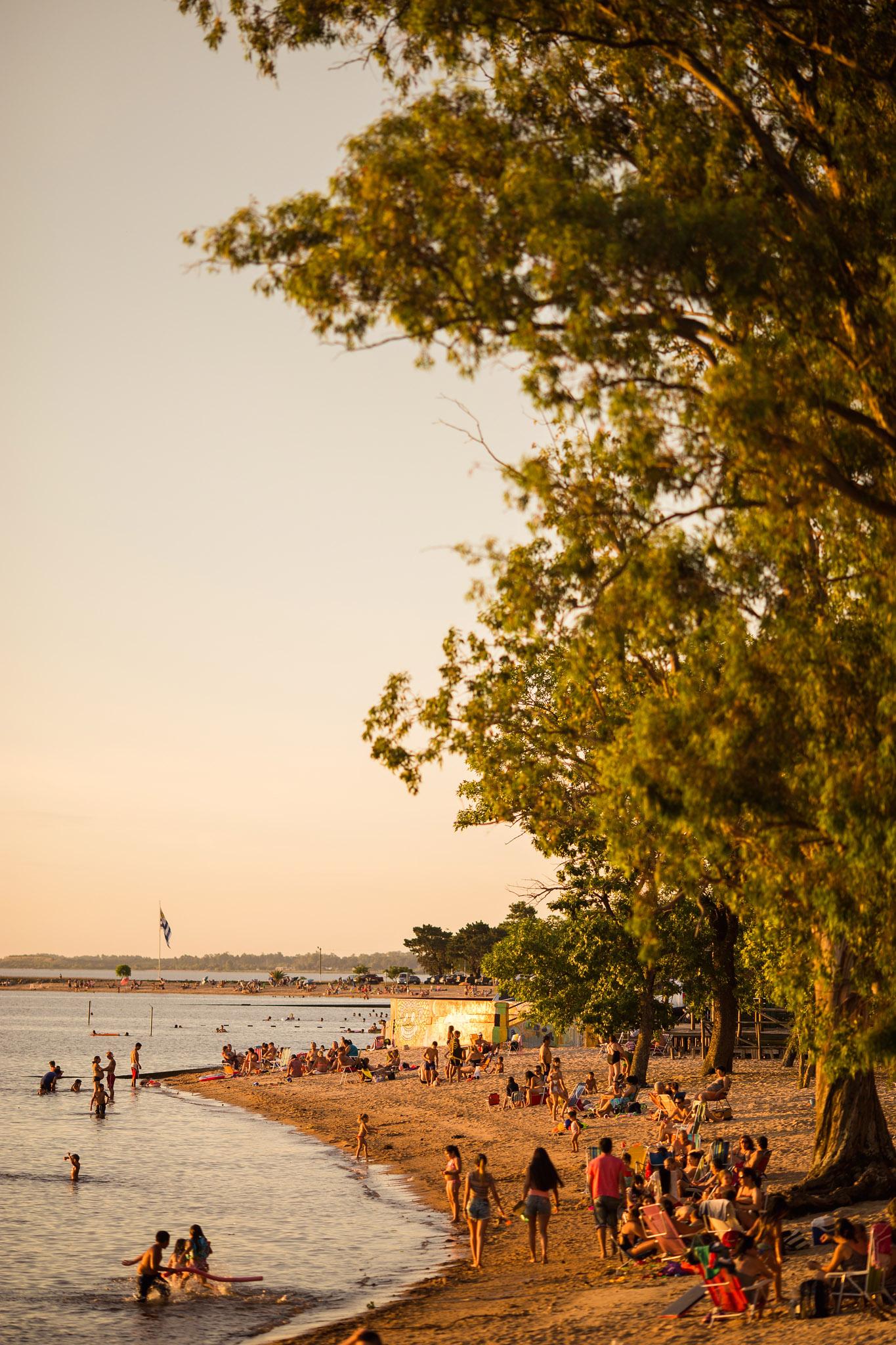 wedding-travellers-destination-photography-overlanding-south-america-uruguay-carmelo-sunset-river-beach