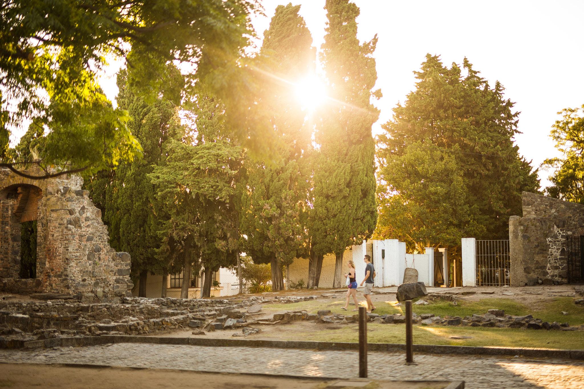 wedding-travellers-destination-photography-overlanding-south-america-uruguay-colonia-del-sacramento-ruins