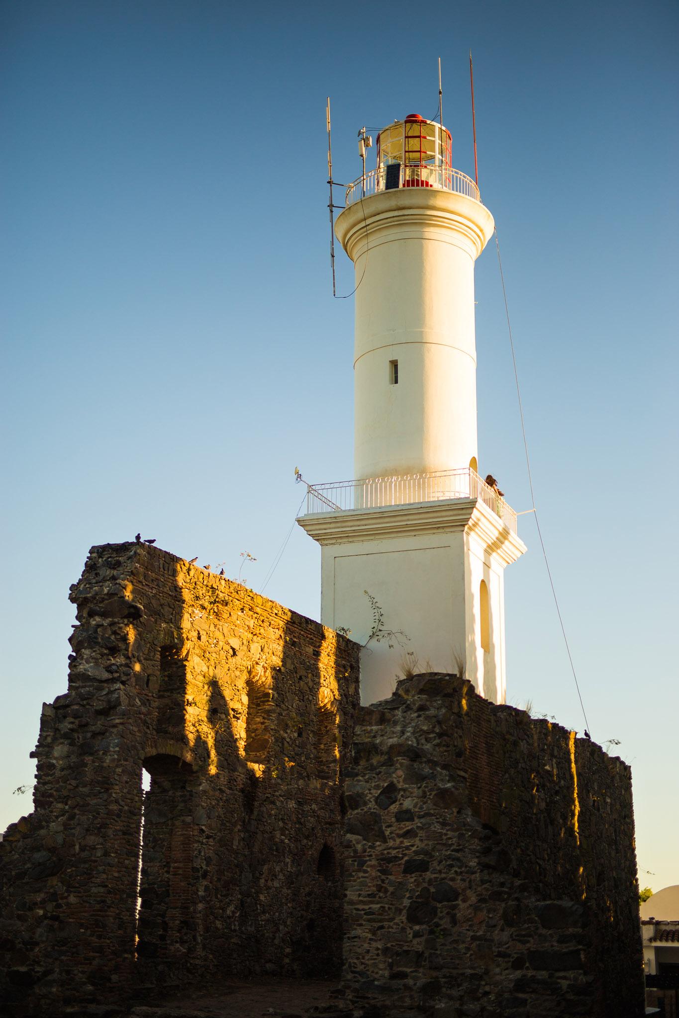 wedding-travellers-destination-photography-overlanding-south-america-uruguay-colonia-del-sacramento-lighthouse