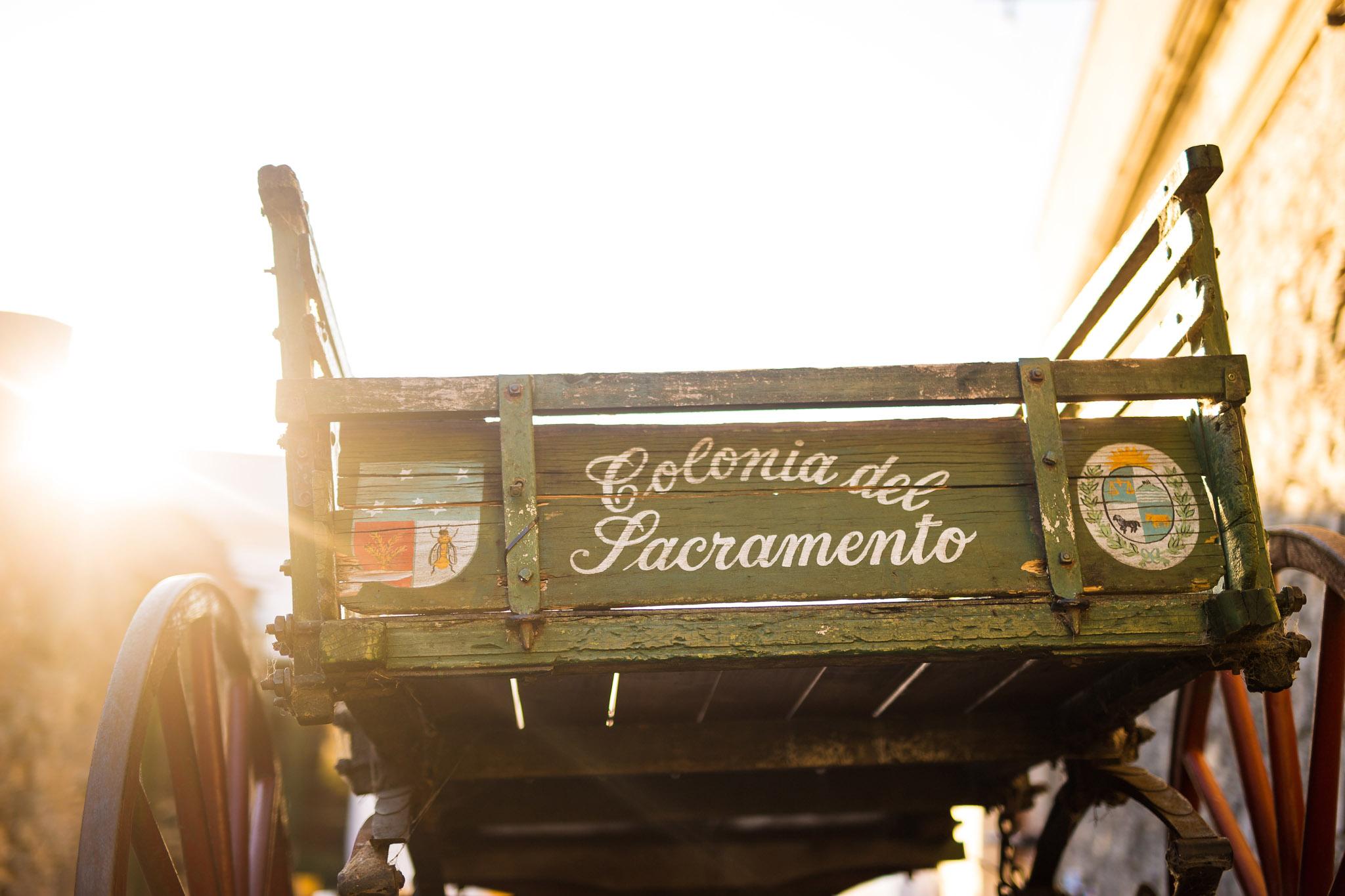 wedding-travellers-destination-photography-overlanding-south-america-uruguay-colonia-del-sacramento-cart-old-sun-shine