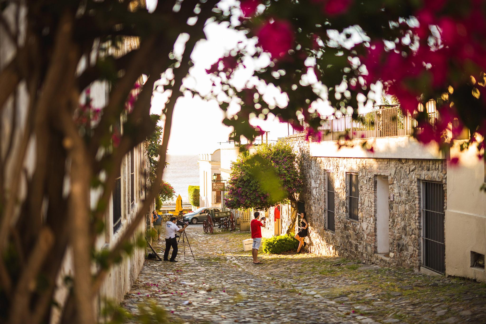 wedding-travellers-destination-photography-overlanding-south-america-uruguay-colonia-del-sacramento-photoshooting-quinzenera