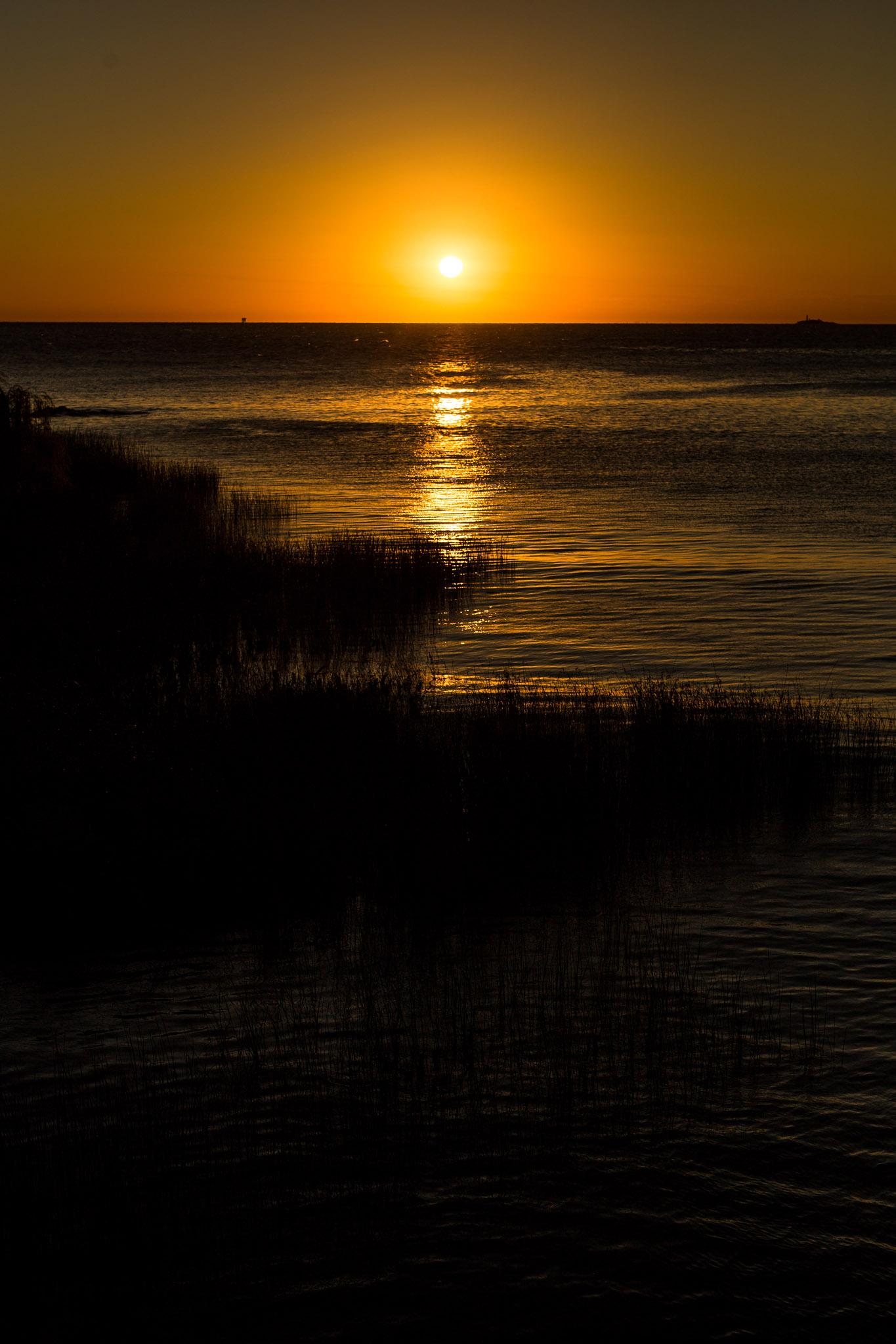 wedding-travellers-destination-photography-overlanding-south-america-uruguay-colonia-del-sacramento-sunset-river-sea