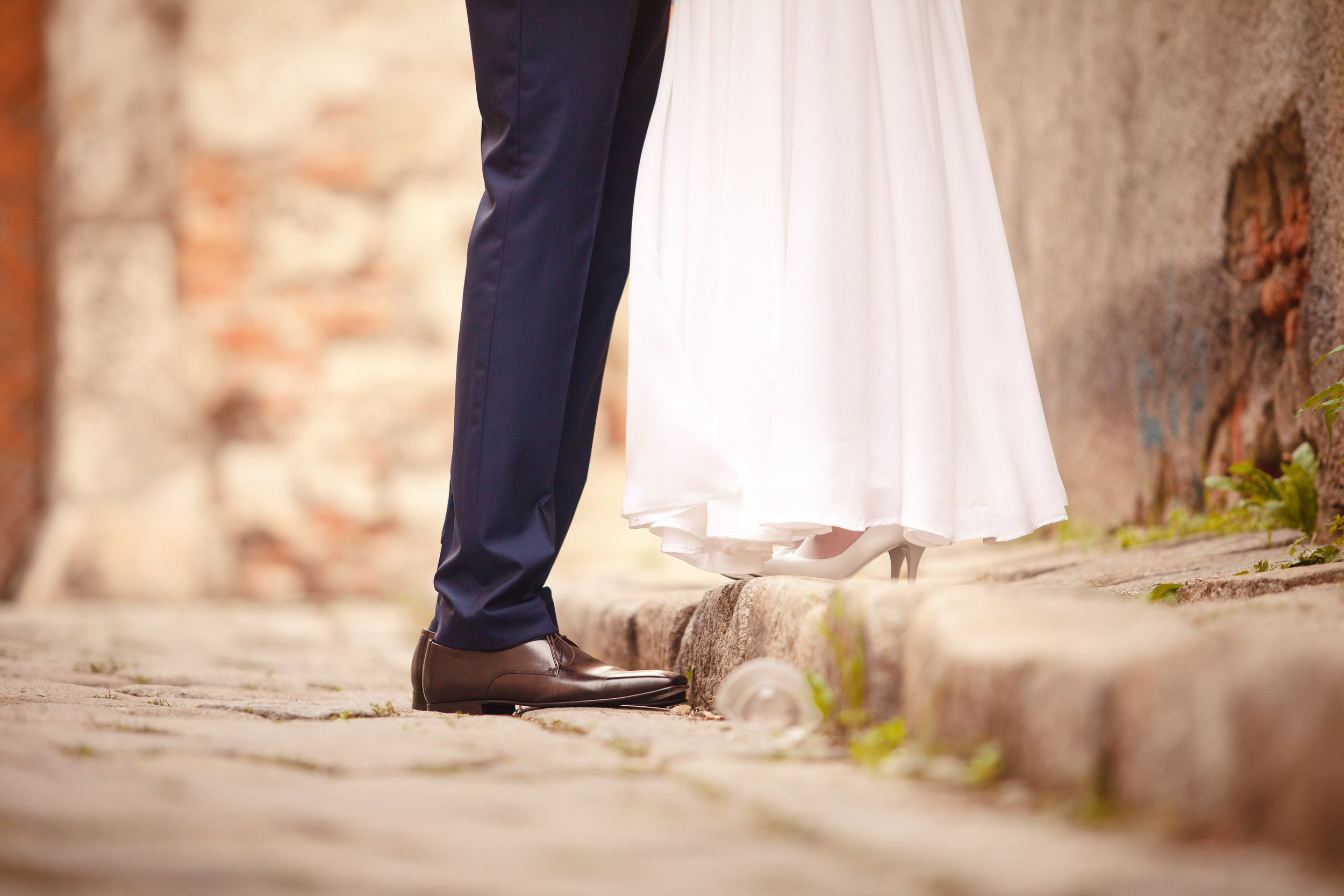 destination-wedding-photographer-bratislava-slovakia-europe-portrait-session-details.jpg