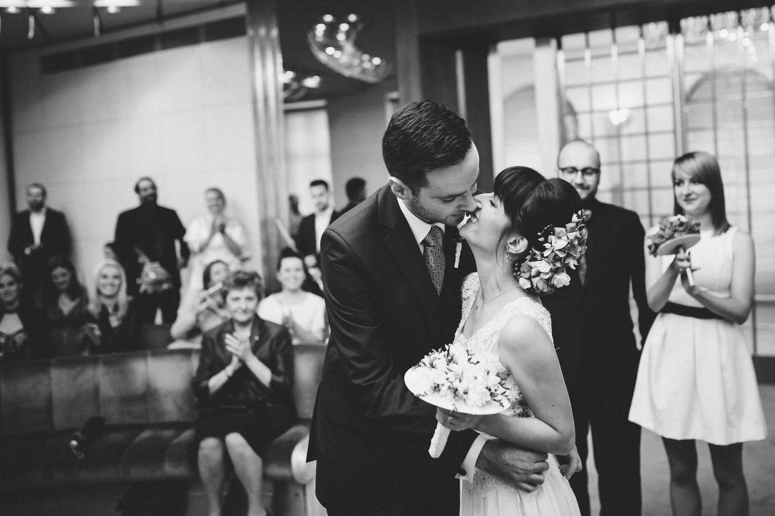 destination-wedding-photographer-bratislava-slovakia-europe-ceremony-bw-documentary-kiss.jpg