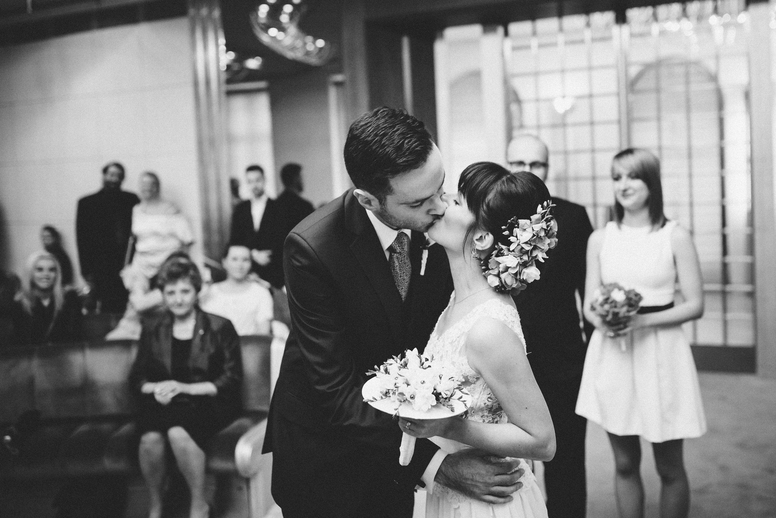 destination-wedding-photographer-bratislava-slovakia-europe-ceremony-bw-documentary-kiss-2.jpg