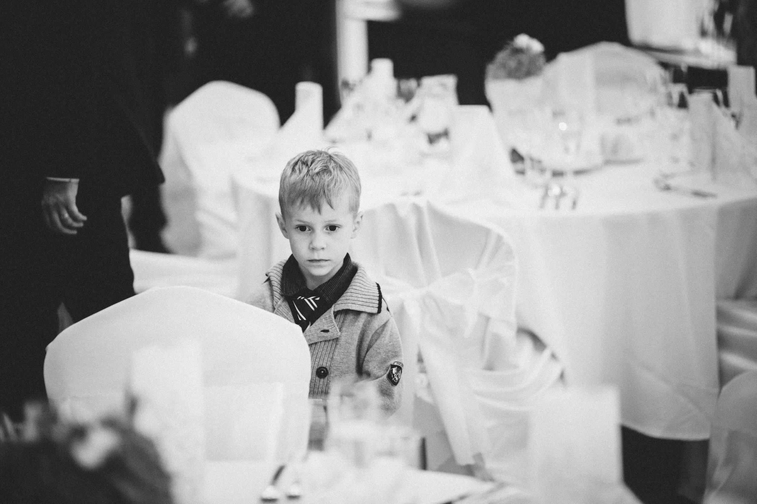 destination-wedding-photographer-slovakia-bratislava-bw-kid-documentary-style-1.jpg