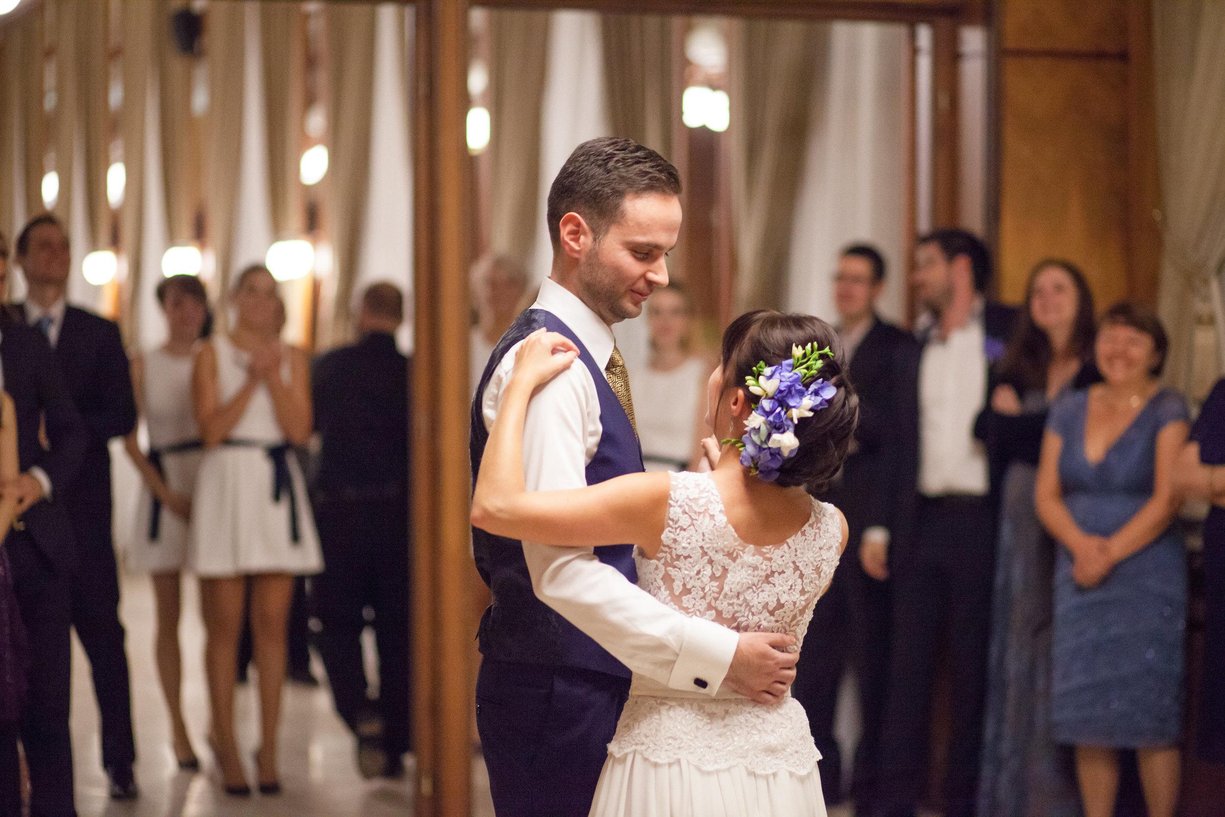 destination-wedding-photographer-slovakia-bratislava-romantic-first-dance.jpg