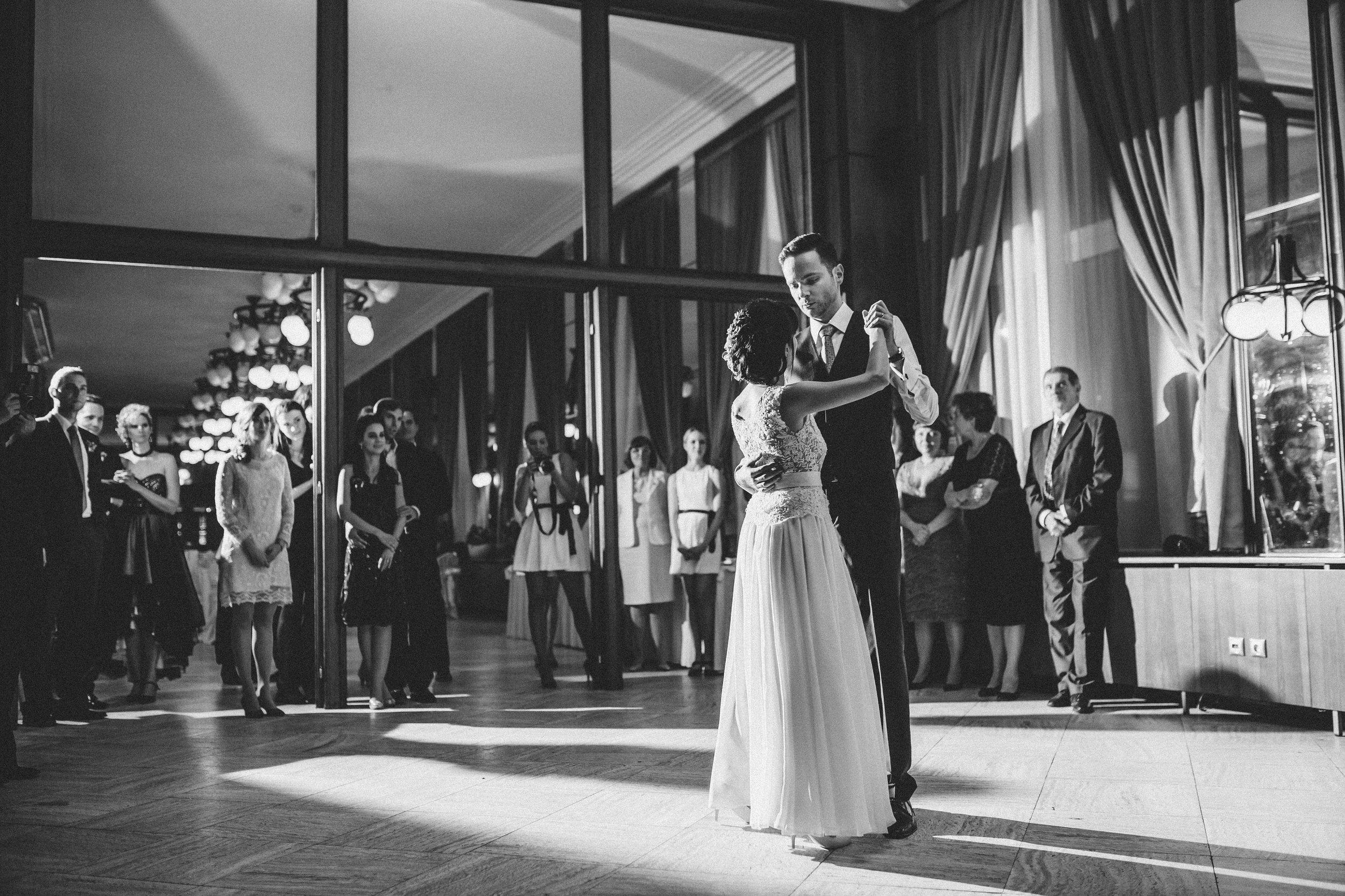 destination-wedding-photographer-slovakia-bratislava-bw-documentary-style-first-dance-1.jpg